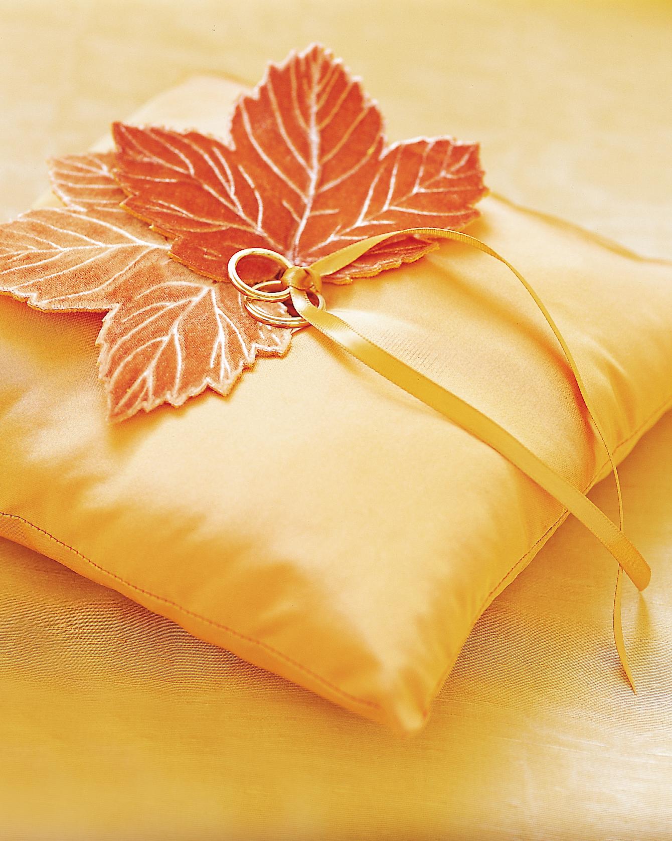 fall-diy-leaf-pillow-0914.jpg