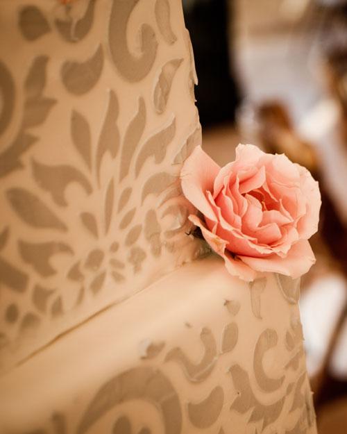 real-wedding-rose-gary-0411-cake.jpg