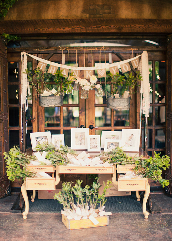 favor display with greenery