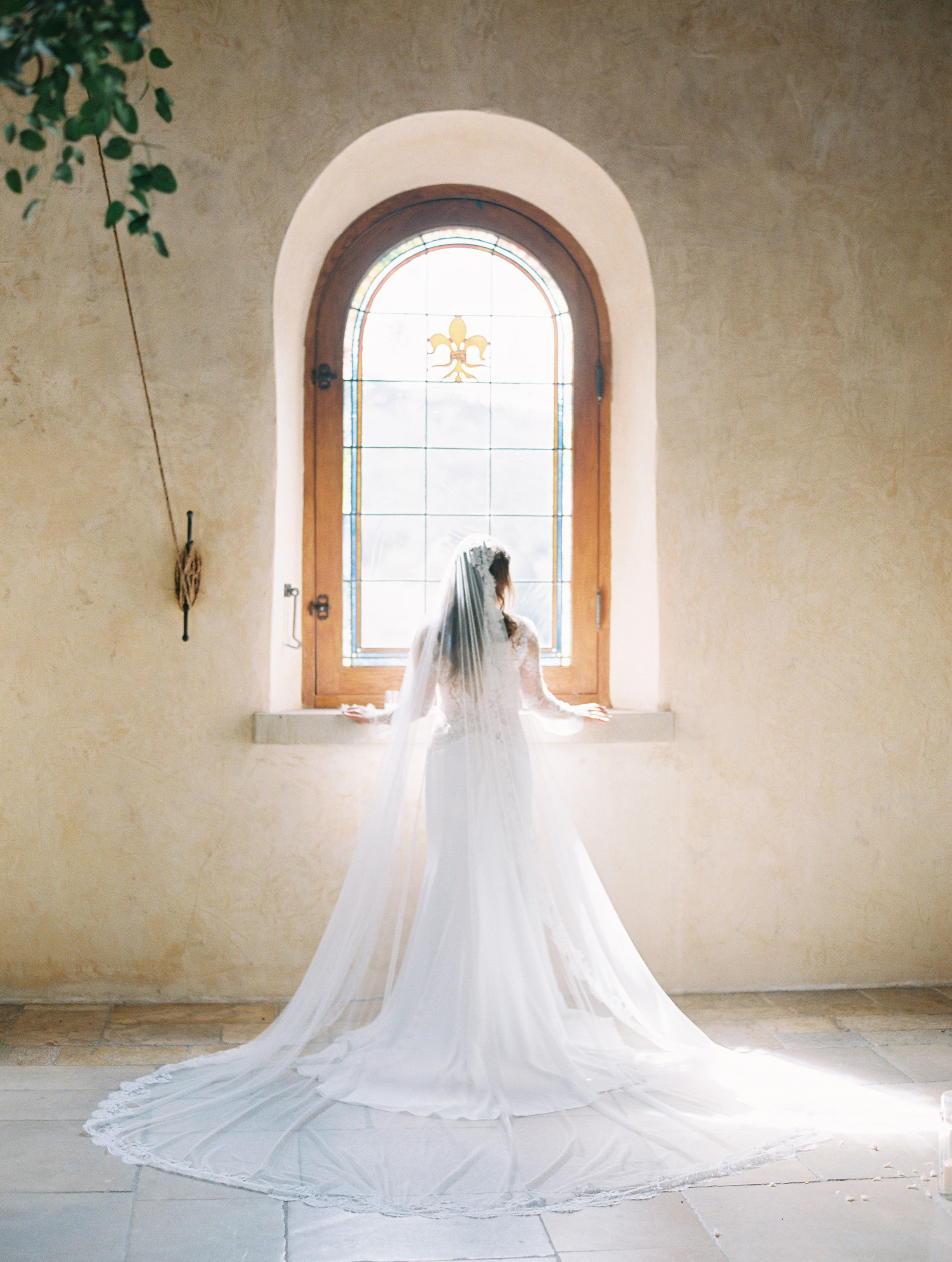 glamorous wedding ideas bride dramatic veil