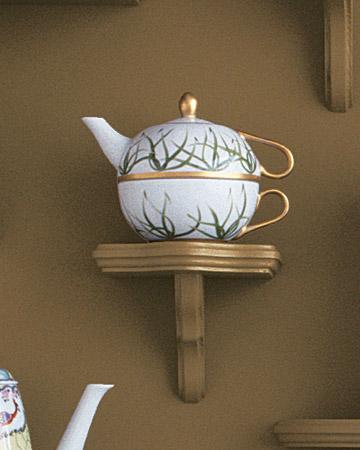 mw1004_fall04_grass_teapot.jpg