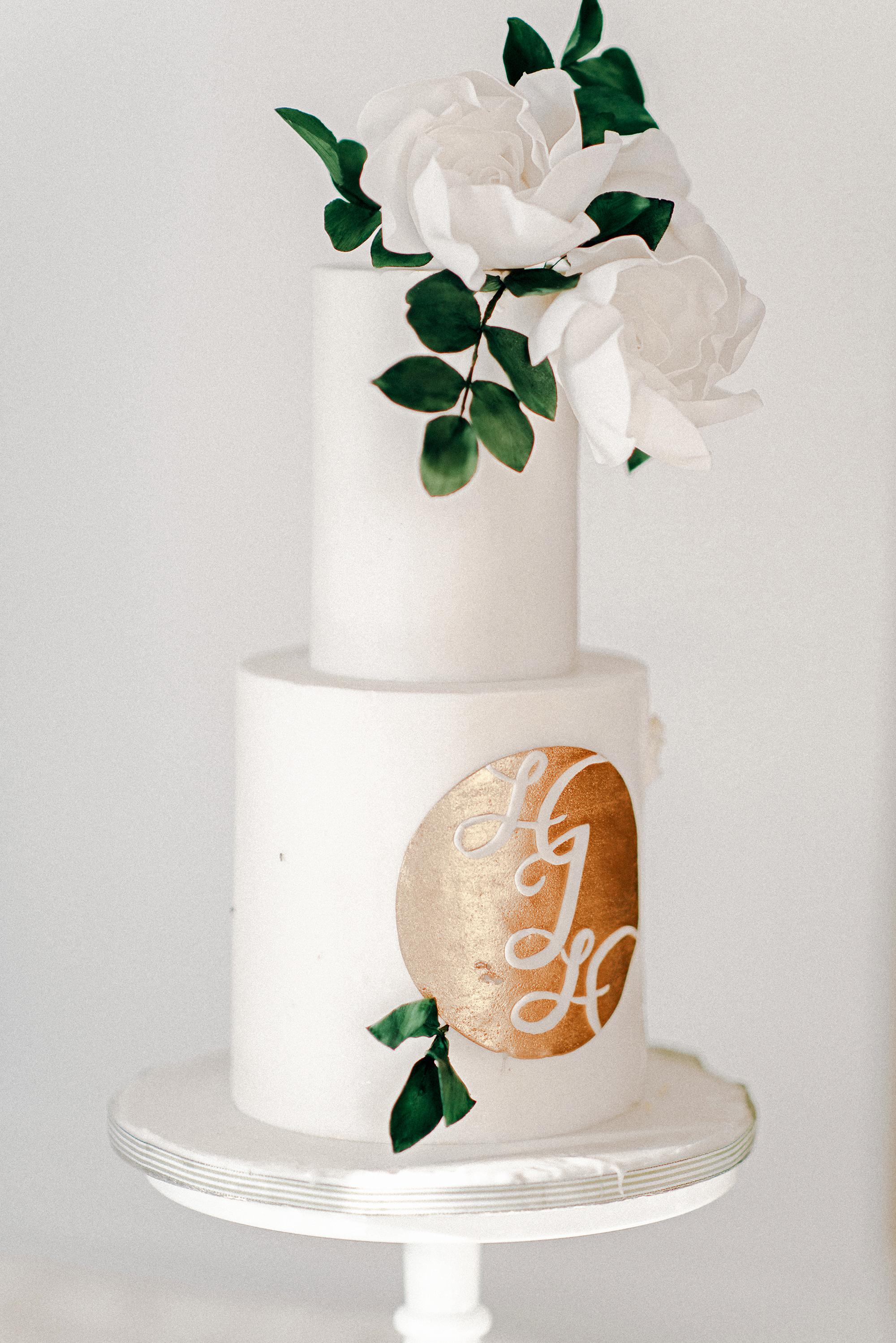monogram wedding cake grace and blush almspasteles