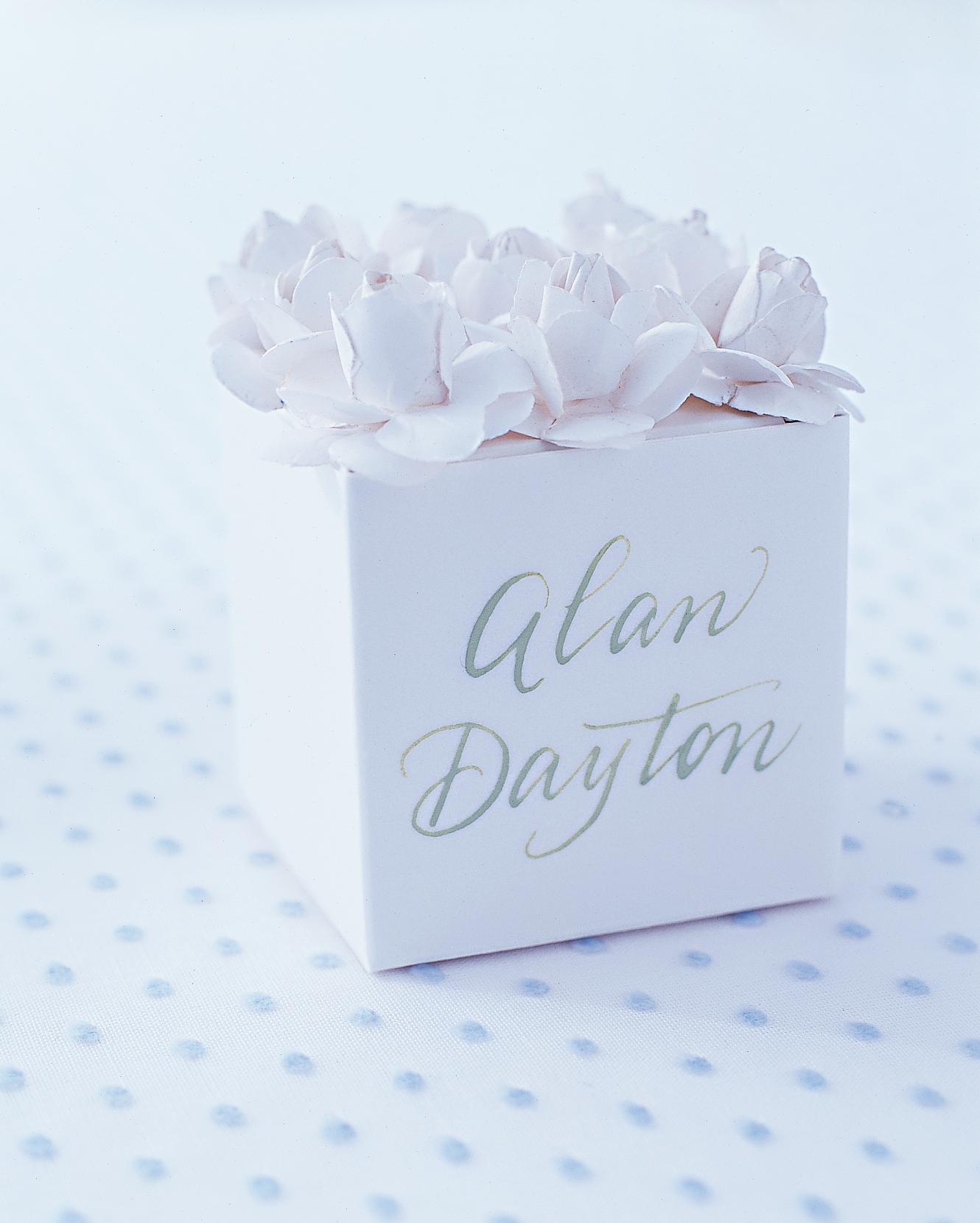 diy-favor-boxes-flower-top-sum02-0715.jpg