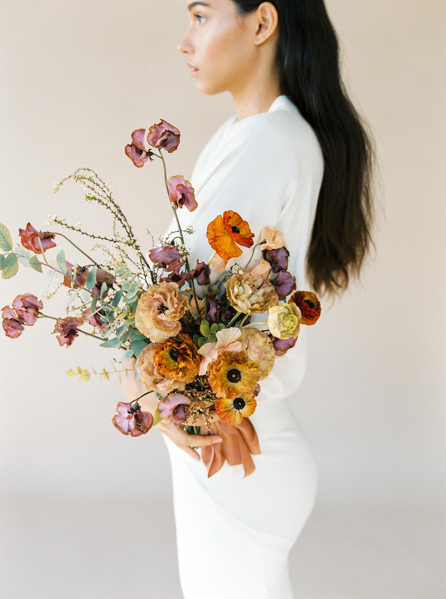 modern wedding bouquet autumn colors