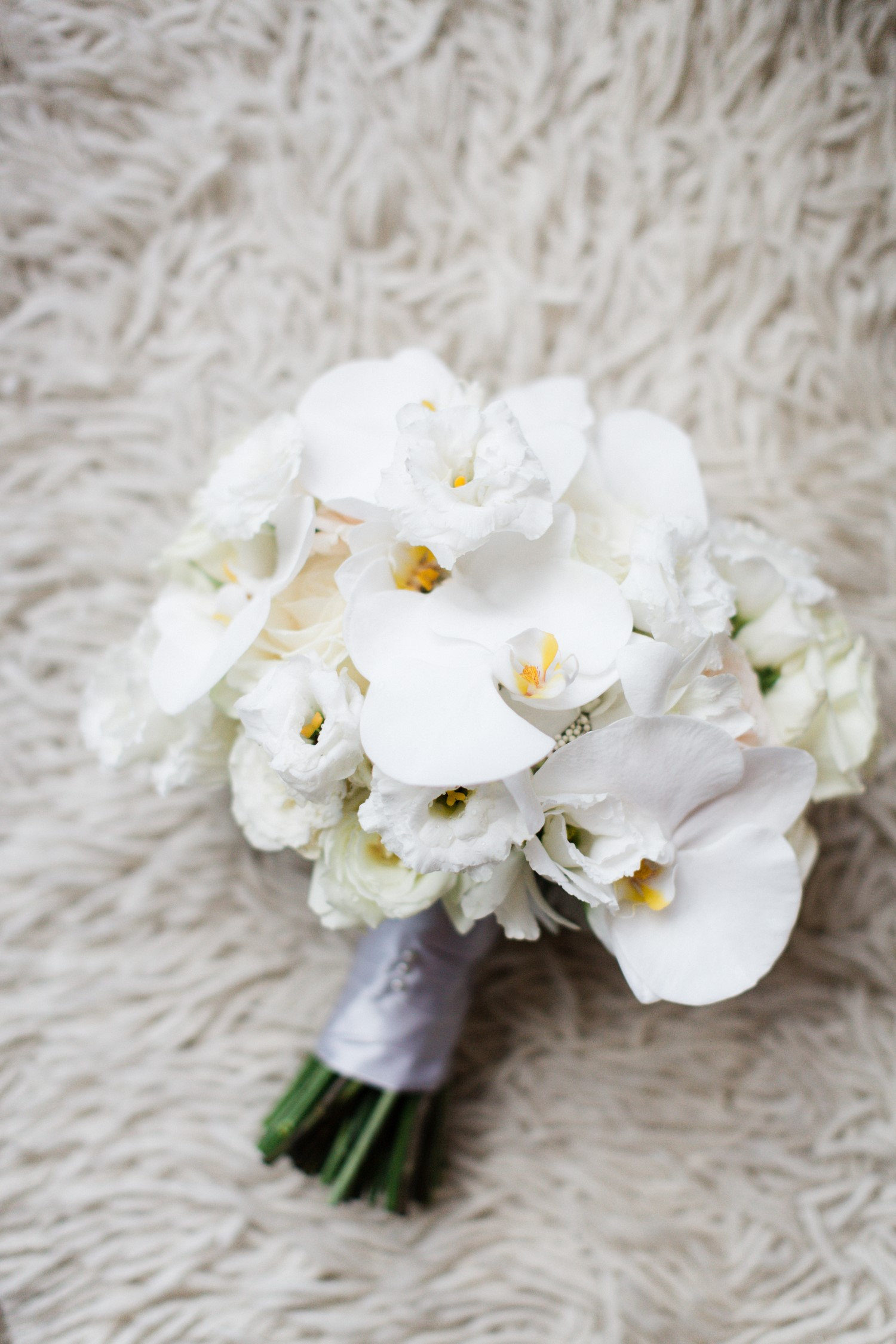 Sophisticated white wedding bouquet