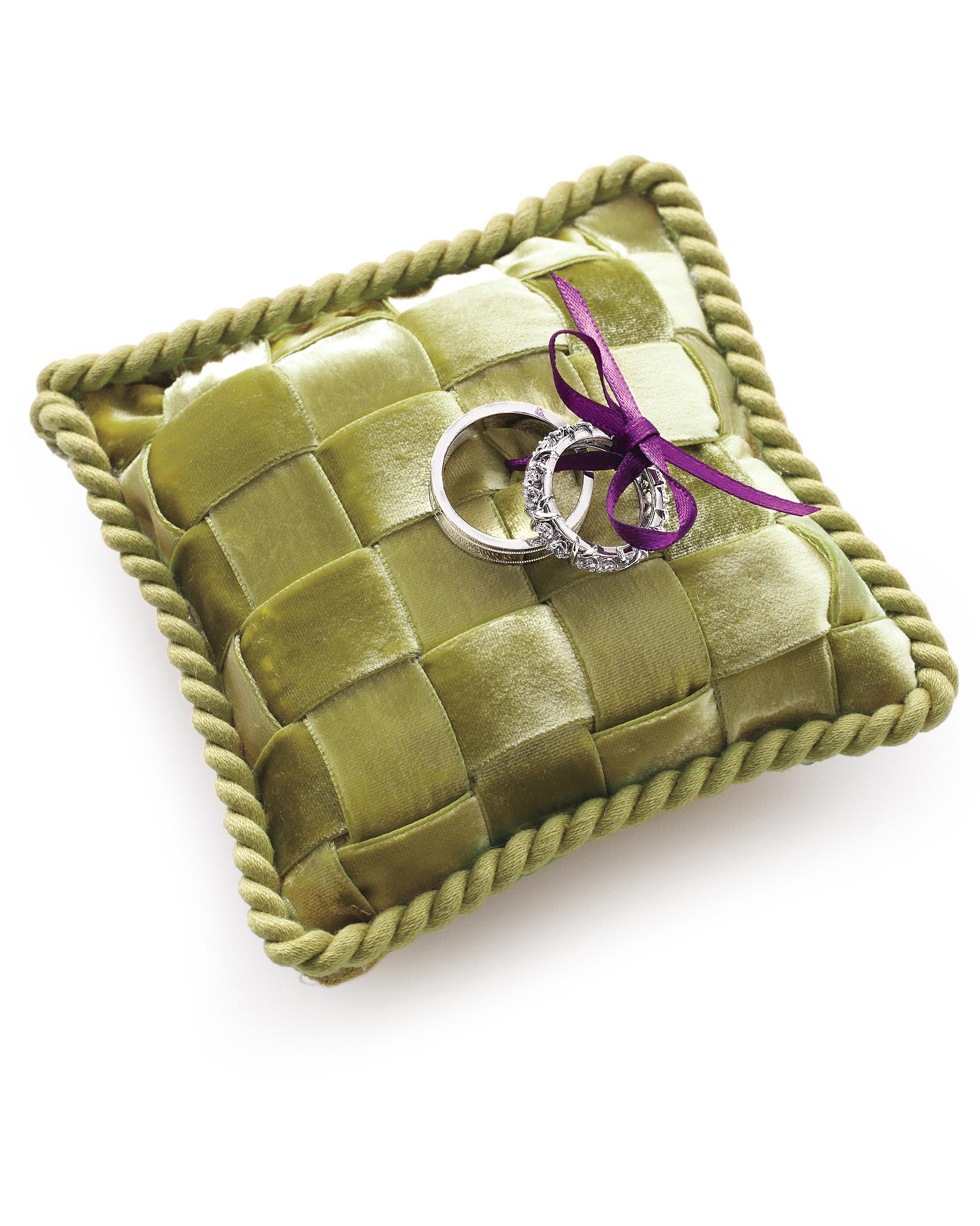 ring-pillow-0811mwd107436.jpg