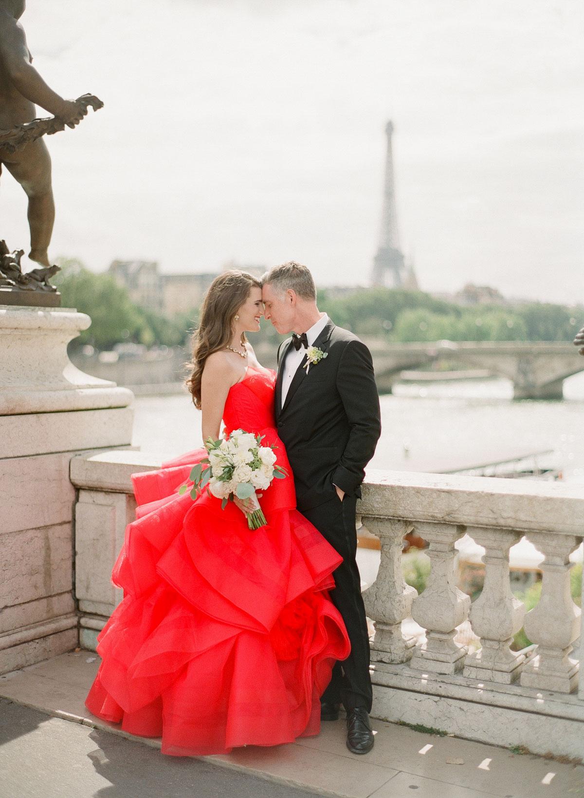 paris wedding couple