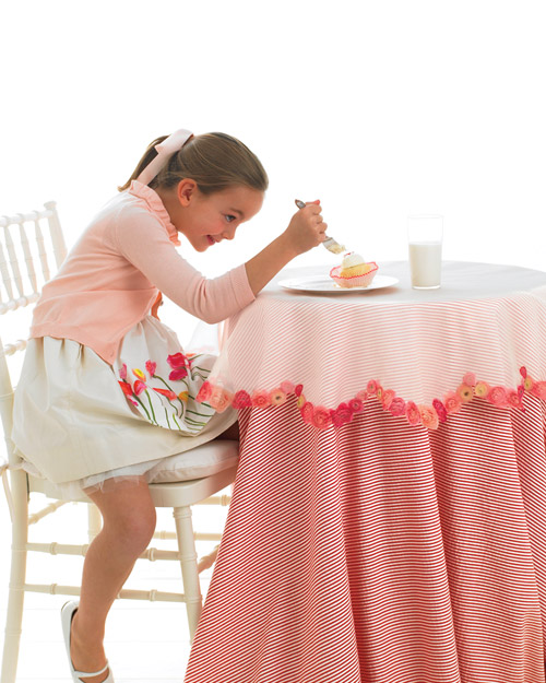 Floral Scalloped Tablecloth