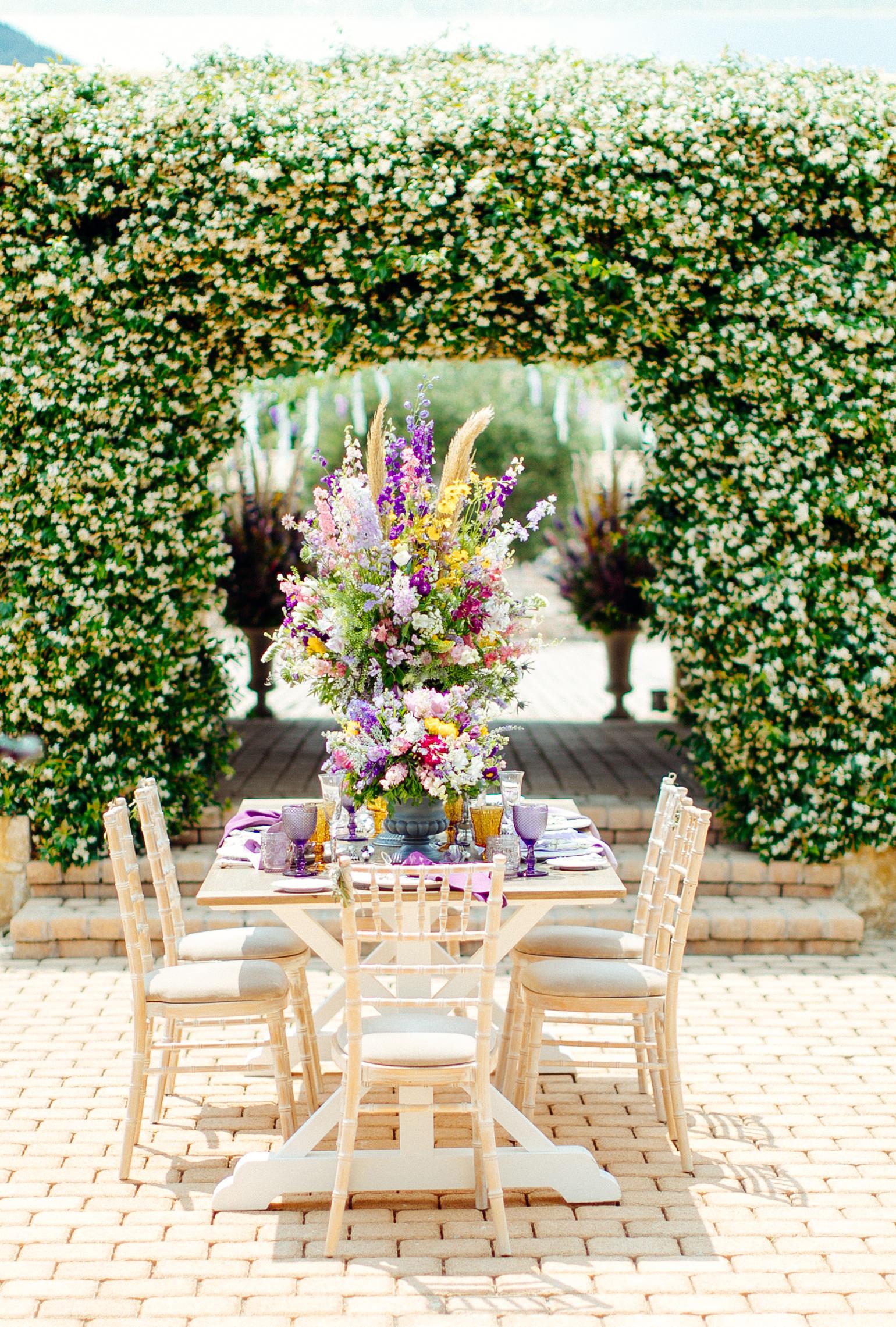 summer wedding flowers sotiris tsakanikas table and chairs