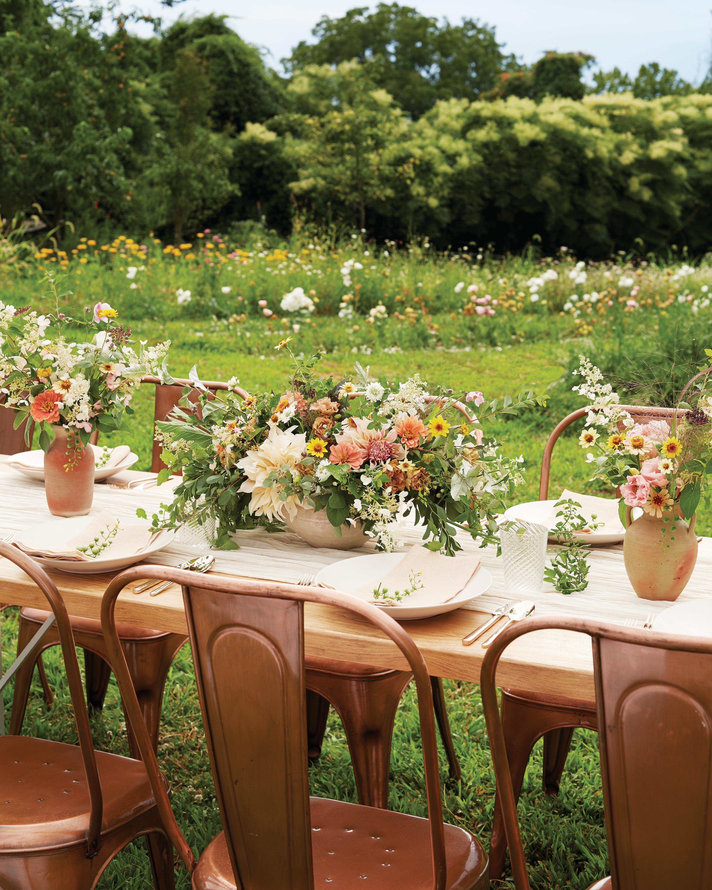 jennie-love-flowers-table-01-d112402.jpg