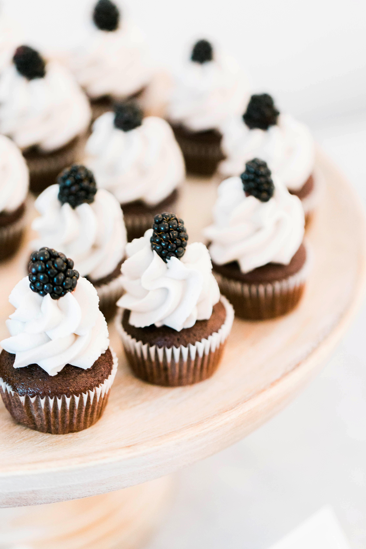 berry wedding ideas megan kerns blackberry cupcakes
