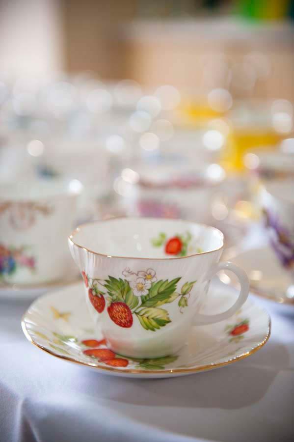 berry tea cup