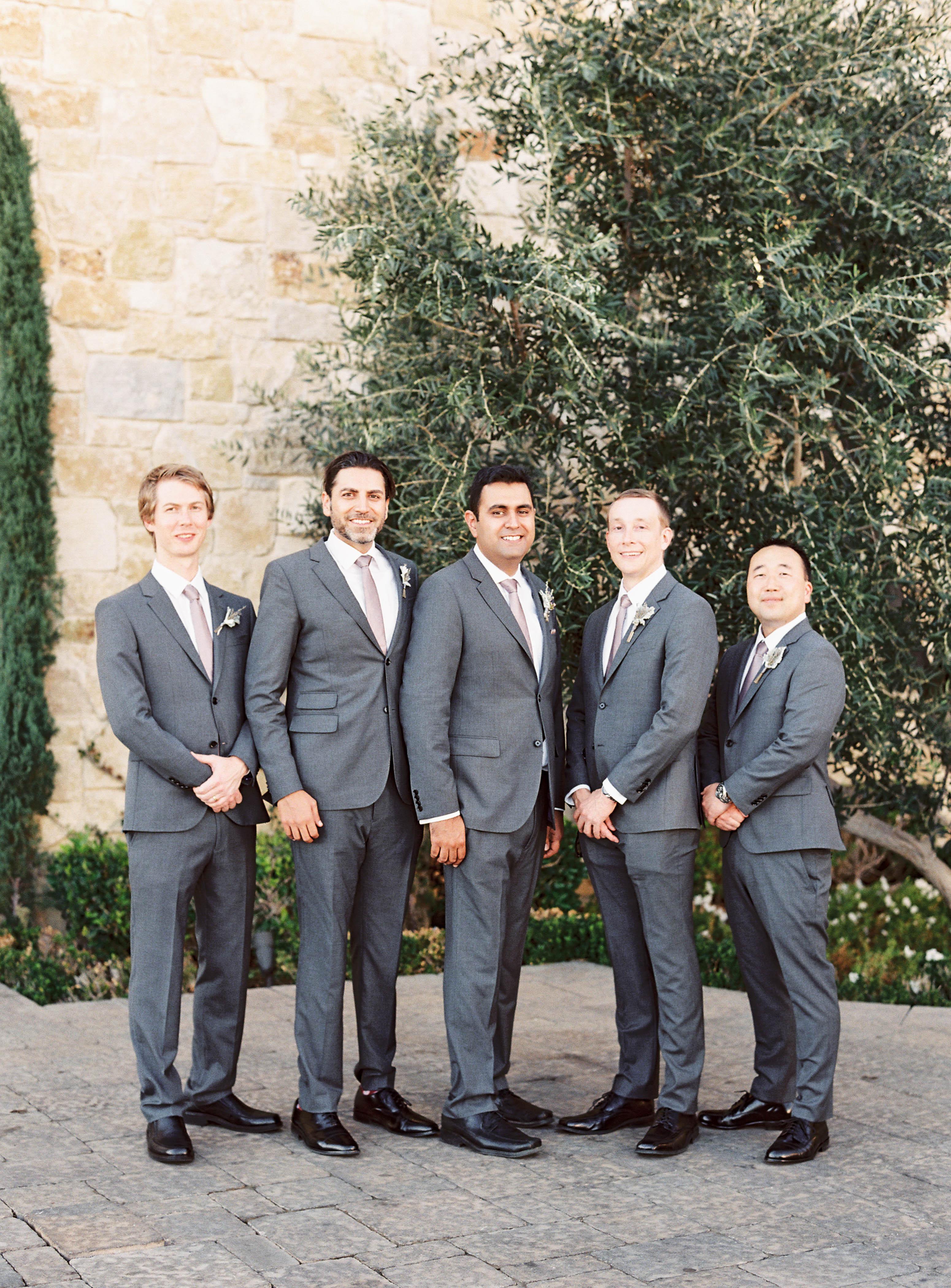 groomsmen saculles photo
