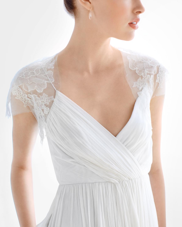 bride-shrugs-e-mwd108762.jpg