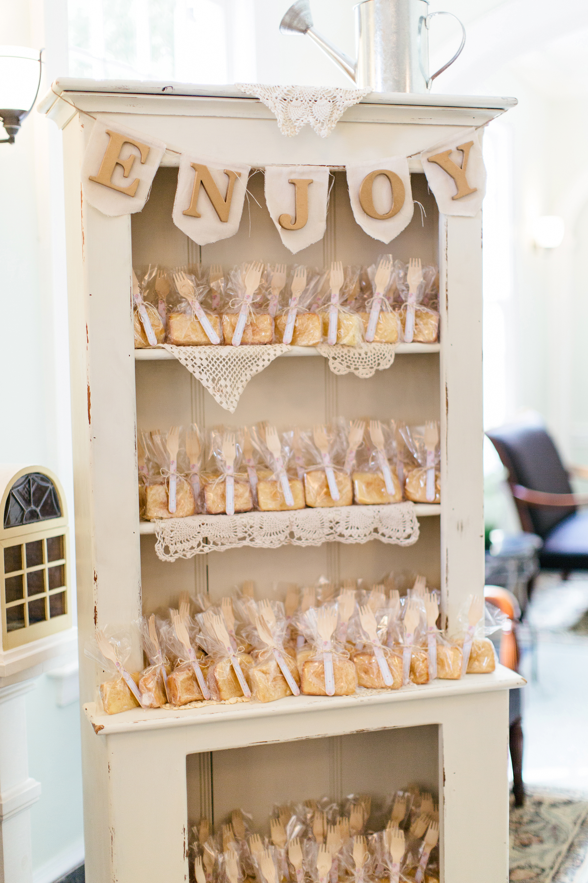 28 Unique Ways to Display Your Wedding Favors | Martha