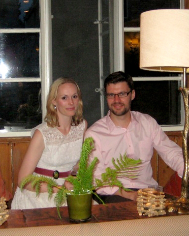 Lara and Oliver's Cozy Rehearsal Dinner at a Pub in the Cotswolds