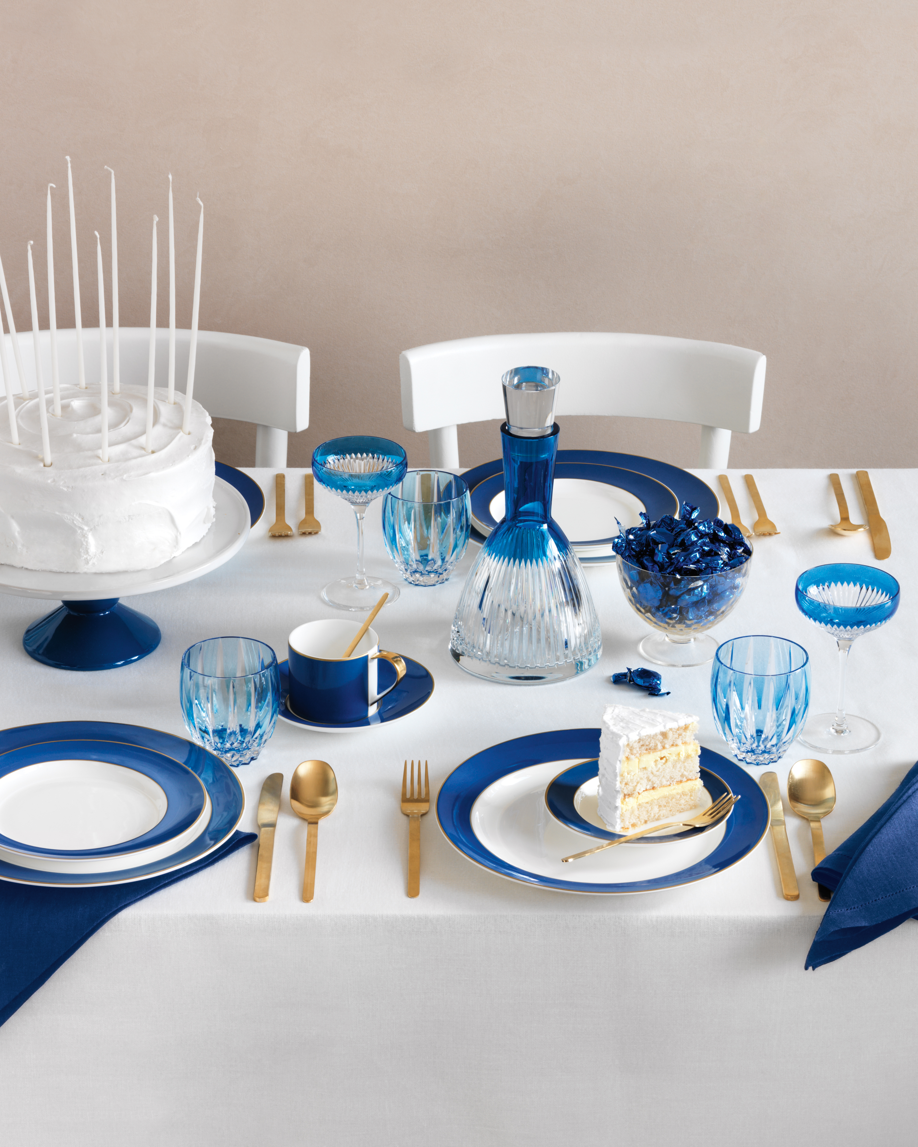 Cool and Chic Table Settings