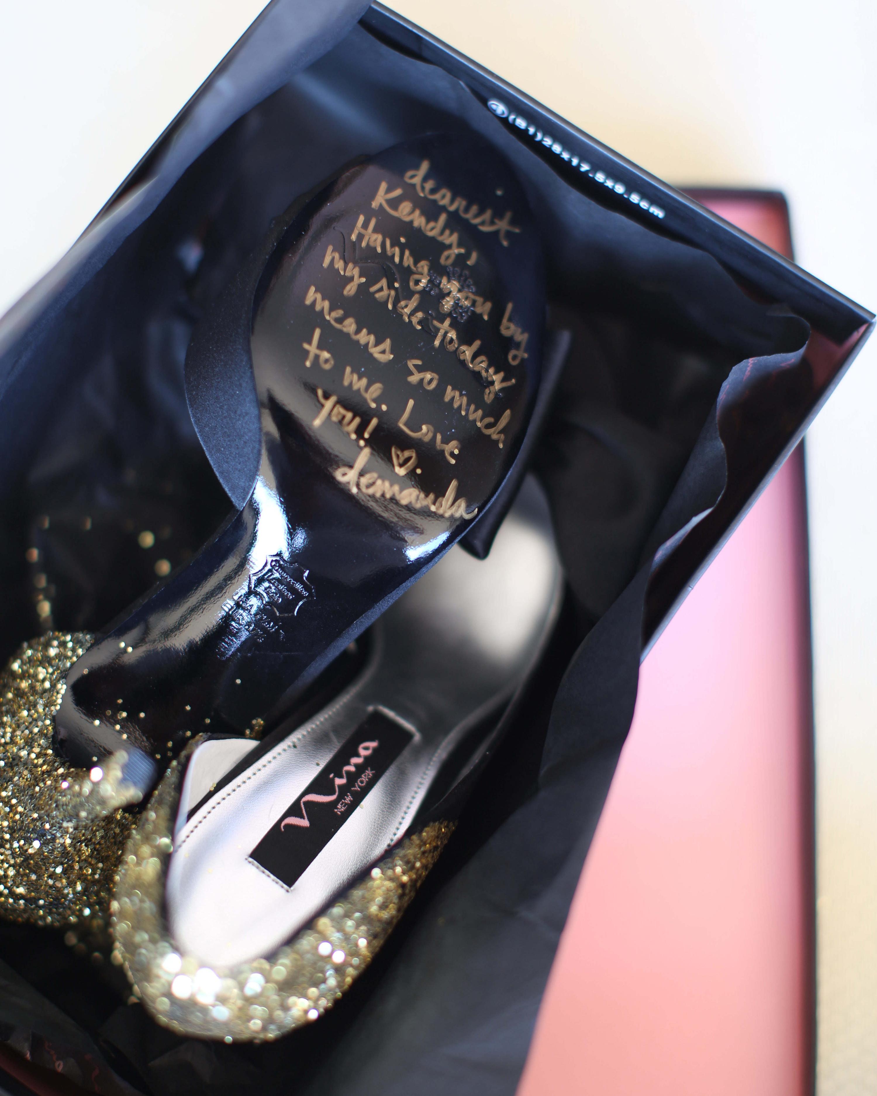 shoe-message-001-wd109359.jpg