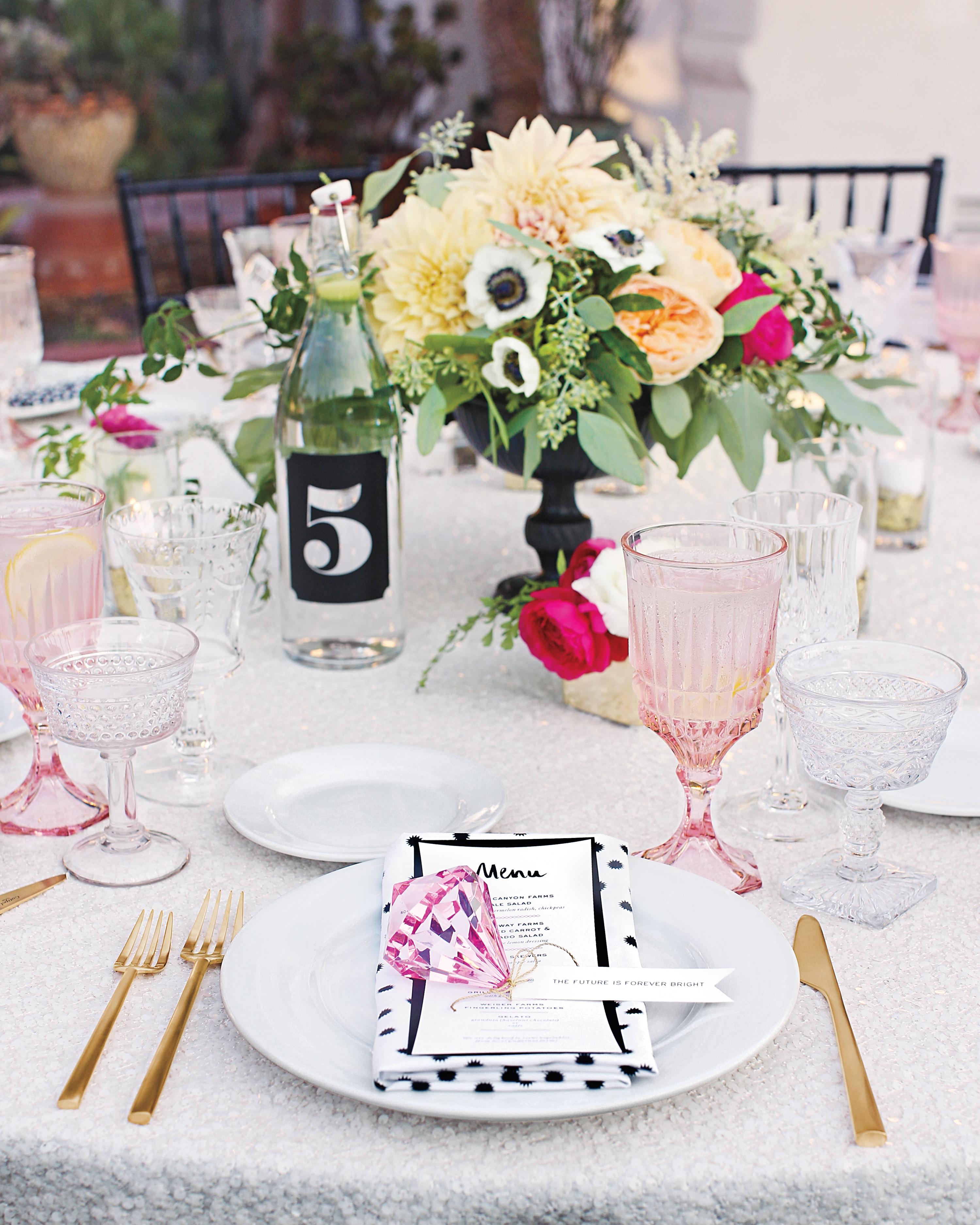 table-setting-002-mwd109359.jpg