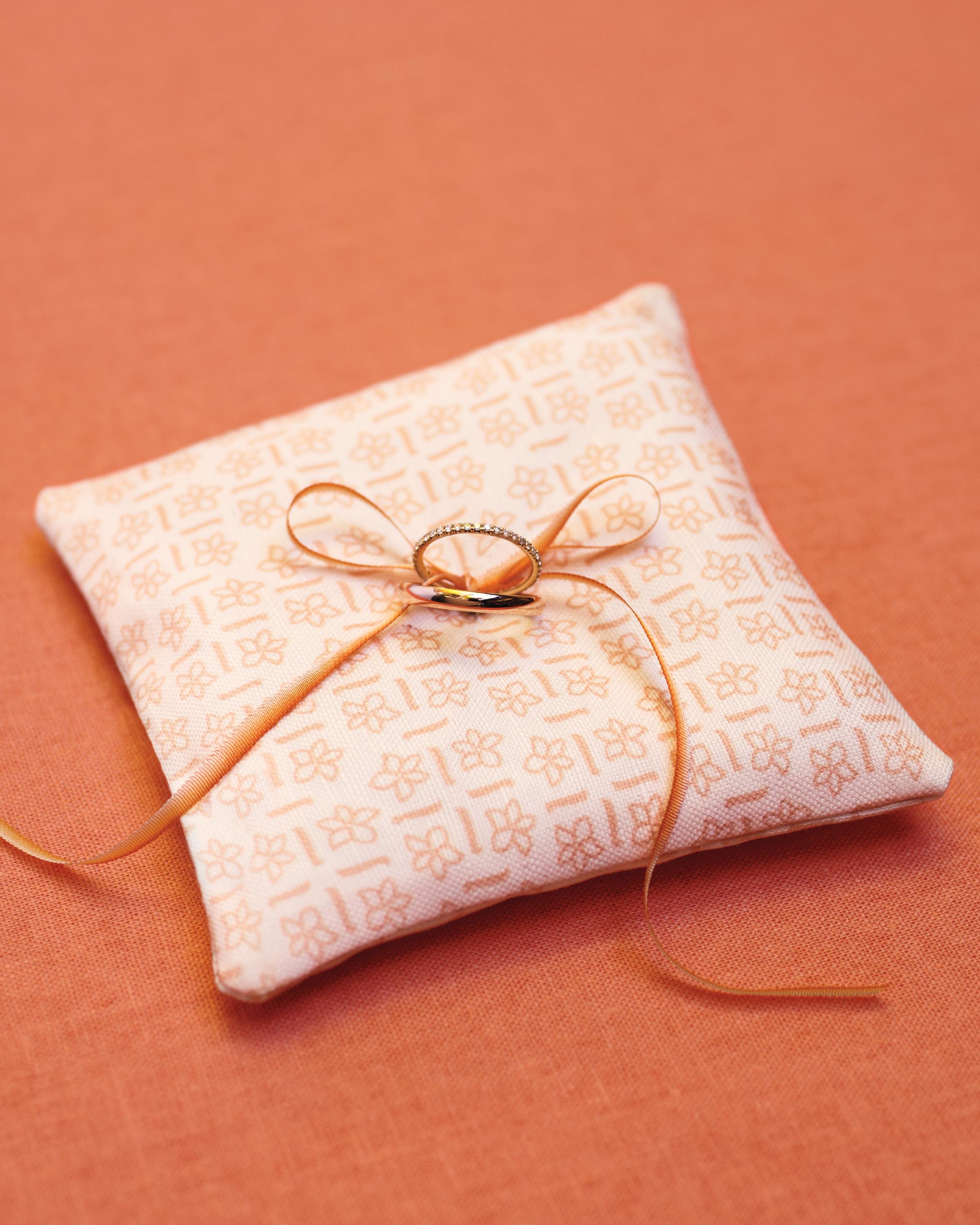 ring-pillows-14-mwd109382.jpg