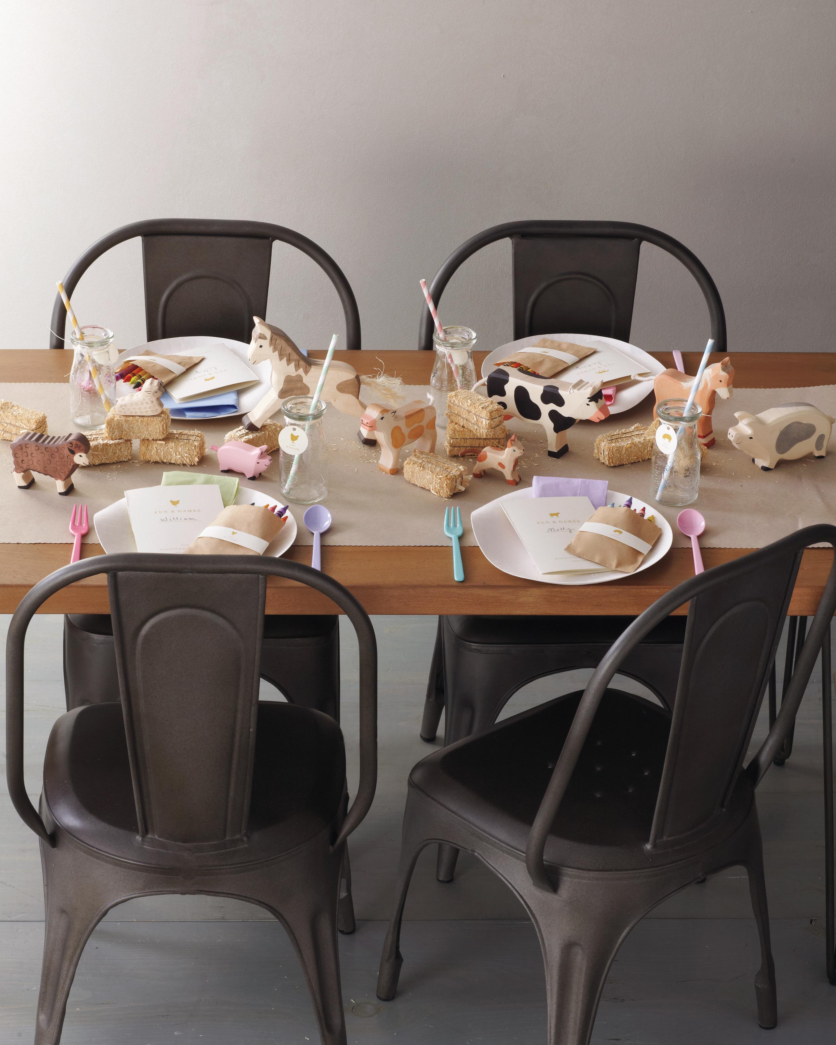 kids-table-052-mwd109799.jpg