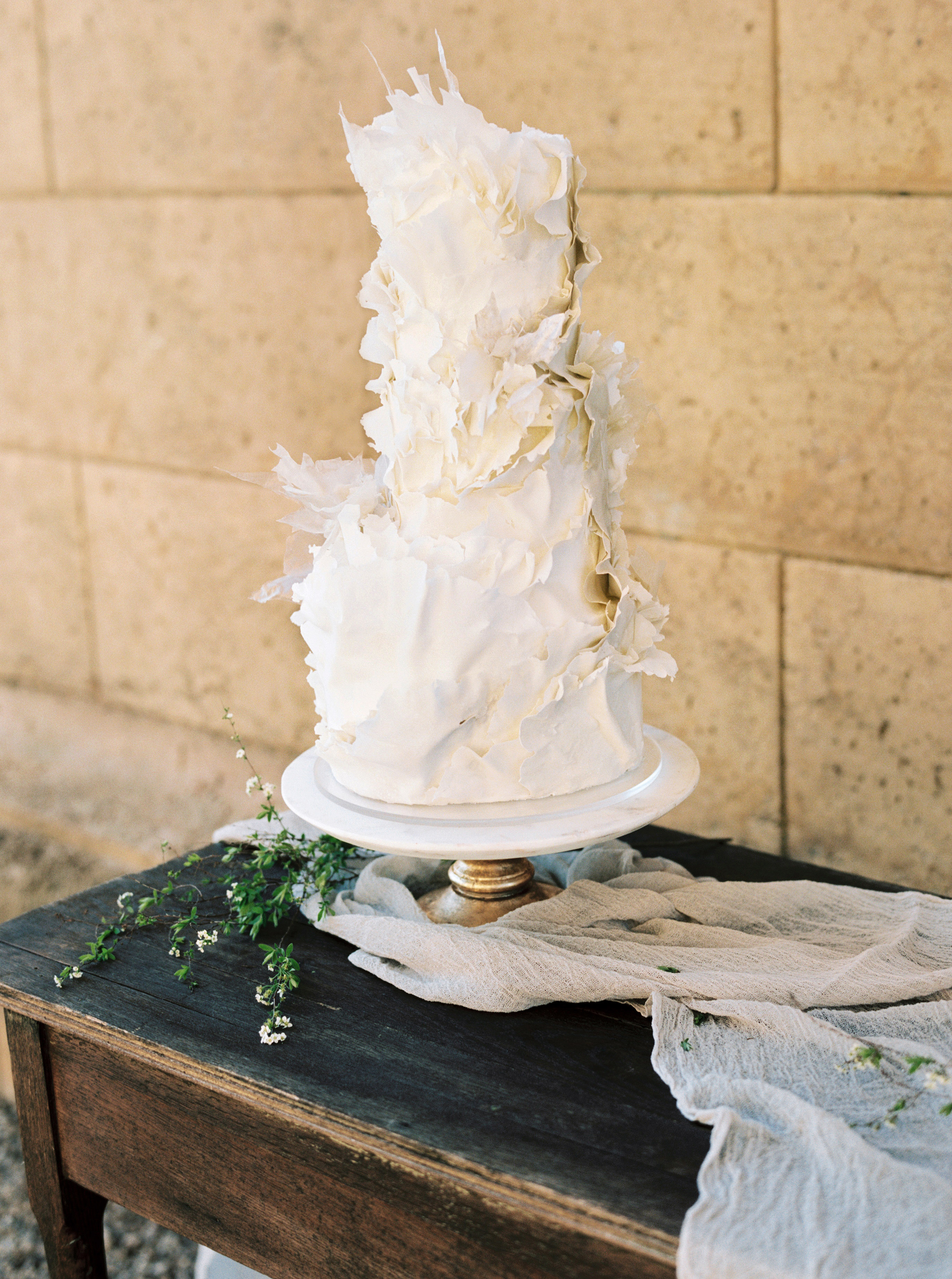 cake designs this modern romance