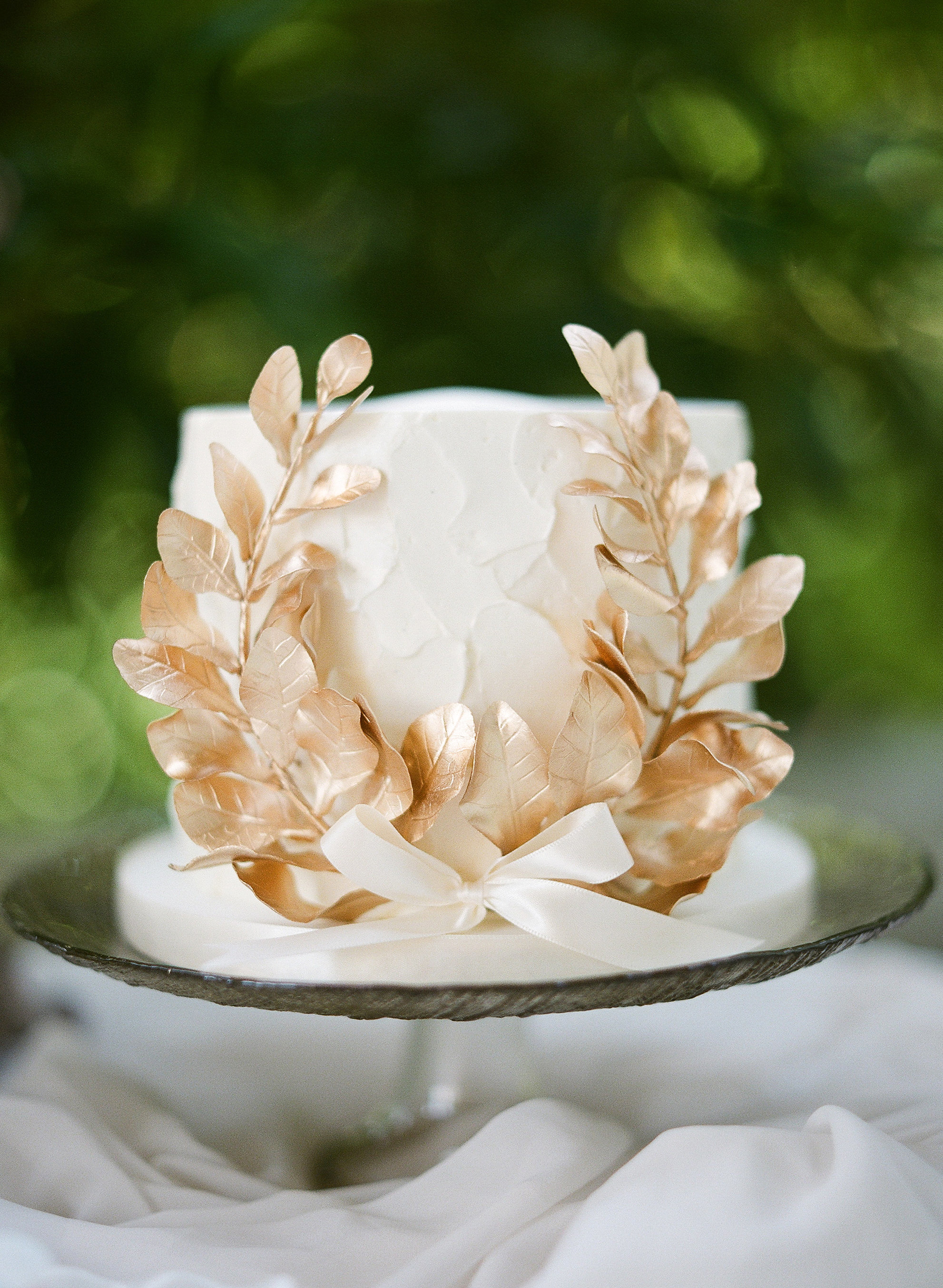 gloria zee wedding small cake with foiled leaves