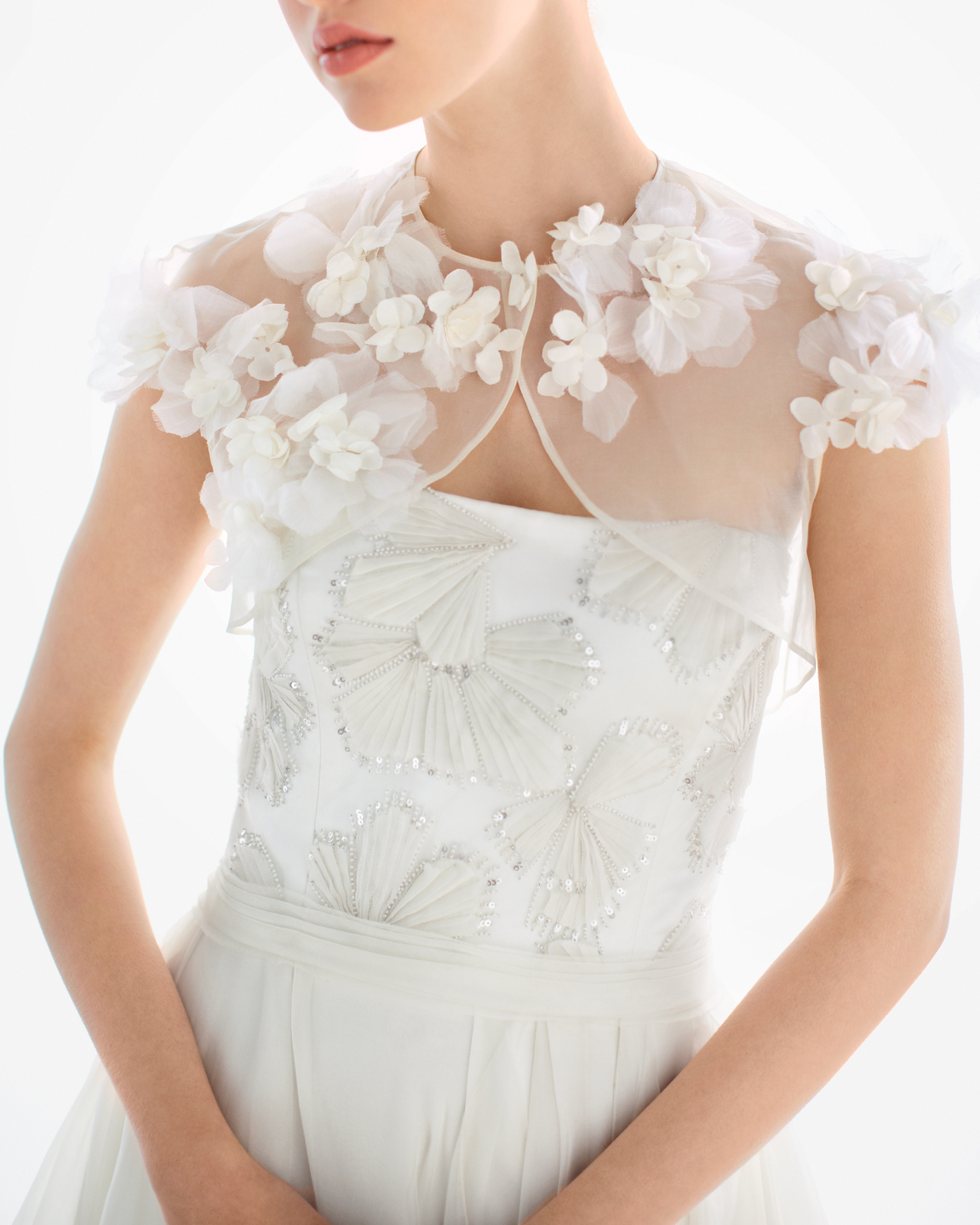 bride-shrugs-b-mwd108762.jpg