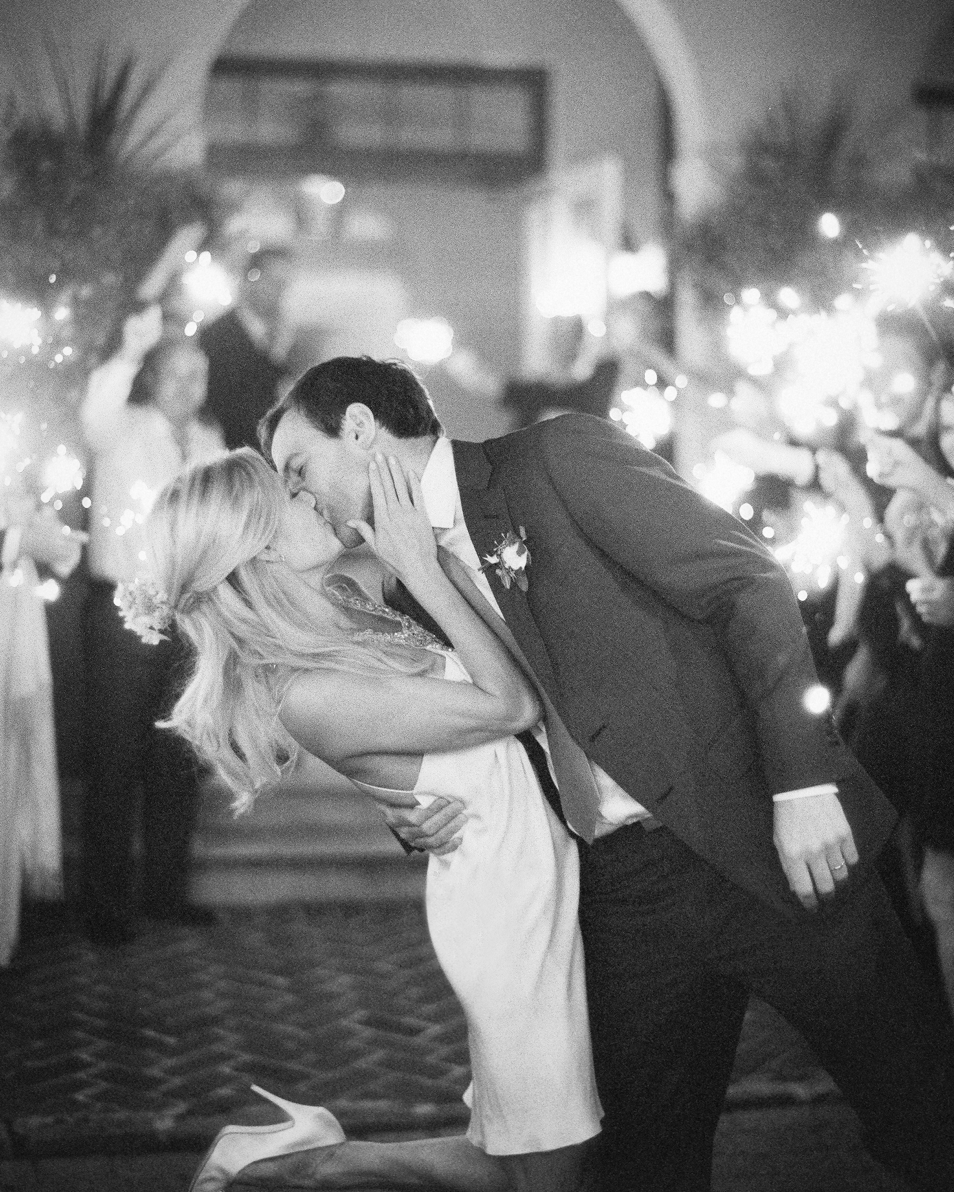 kiss-brideandgroom-bw-059-70005-mwds110148.jpg