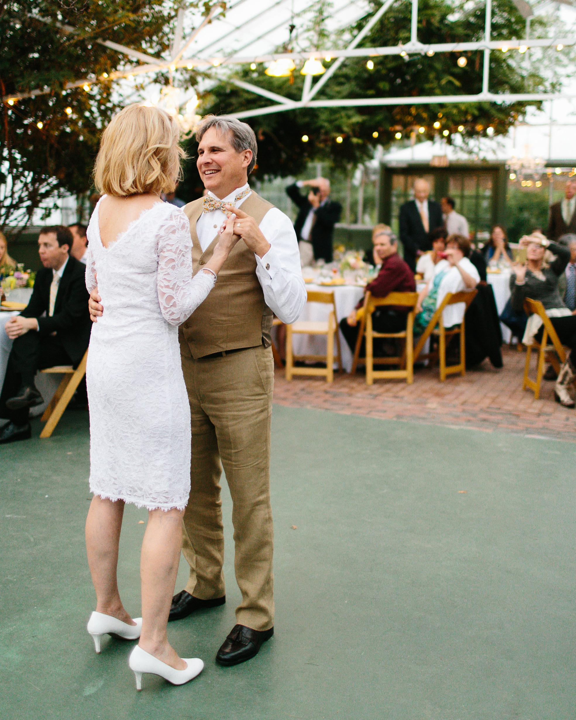 sandy-dwight-wedding-dance-0514.jpg