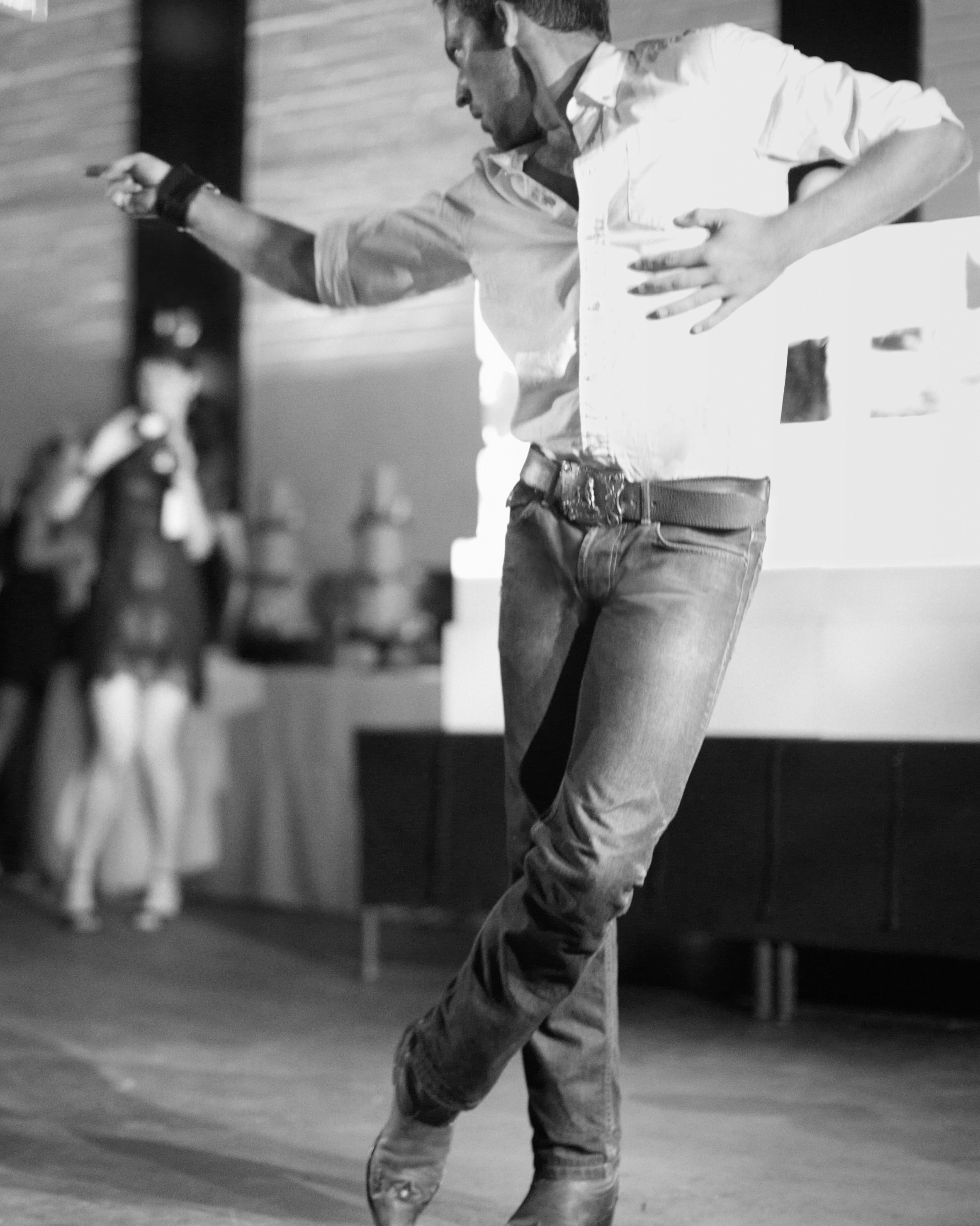 rw-anthony-rusty-reception-dancing-1354-04547-bw-wd110176.jpg
