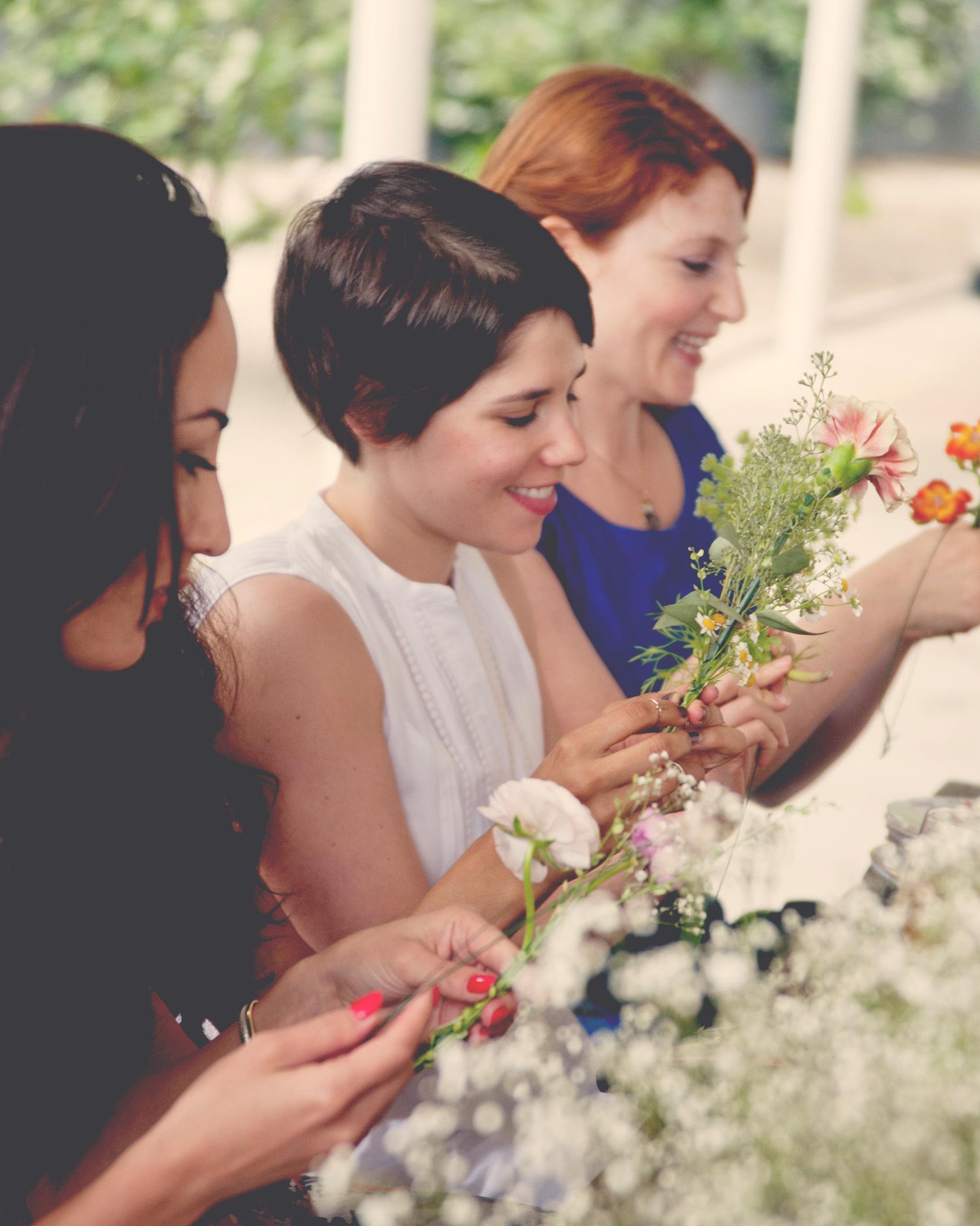 claire-thomas-bridal-shower-garden-friends-crafting2-0814.jpg