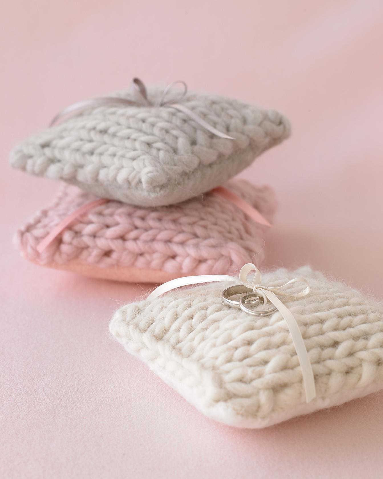 diy-winter-wedding-ideas-knit-ring-pillow-1114.jpg