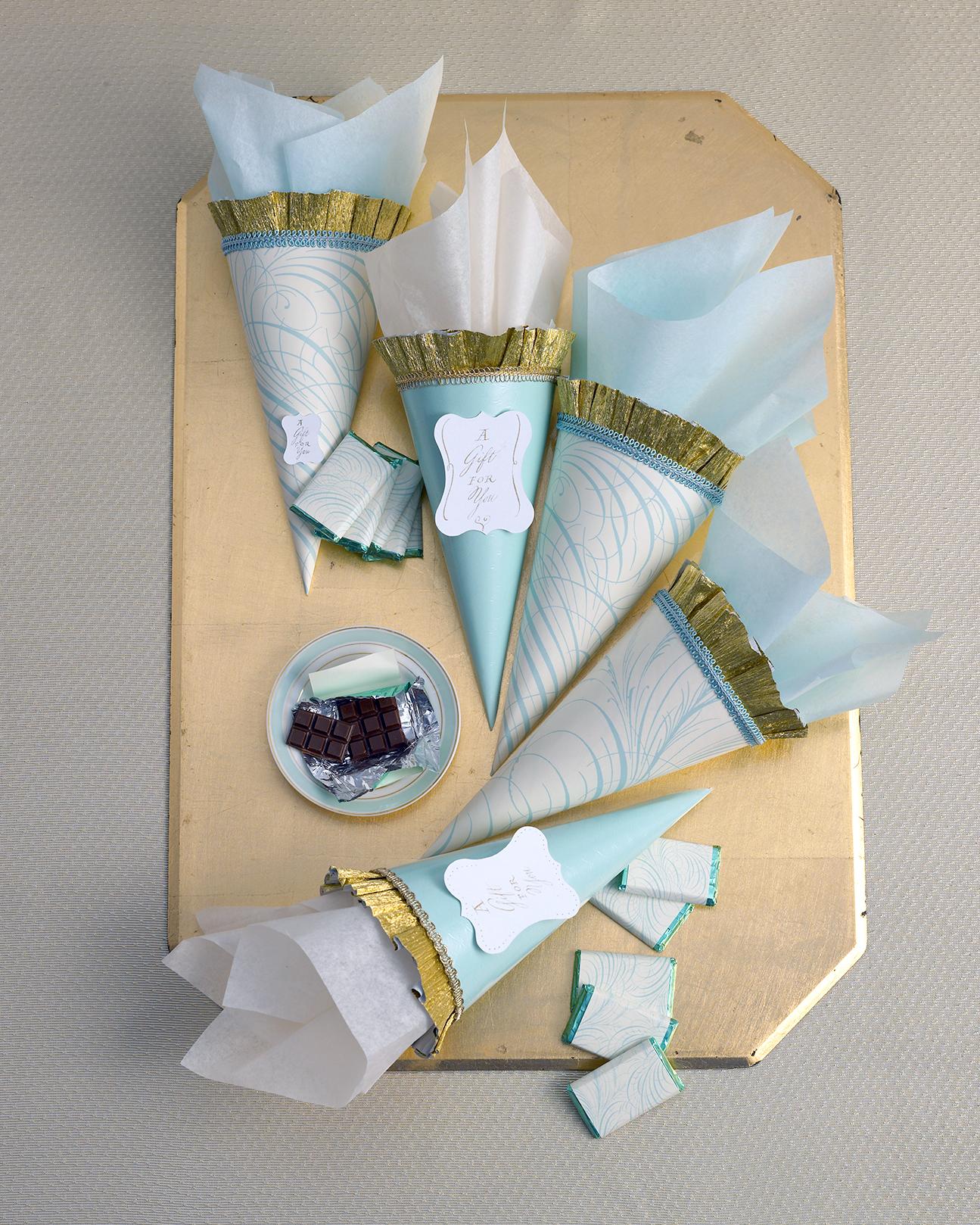 diy-winter-wedding-ideas-favor-cone-1114.jpg