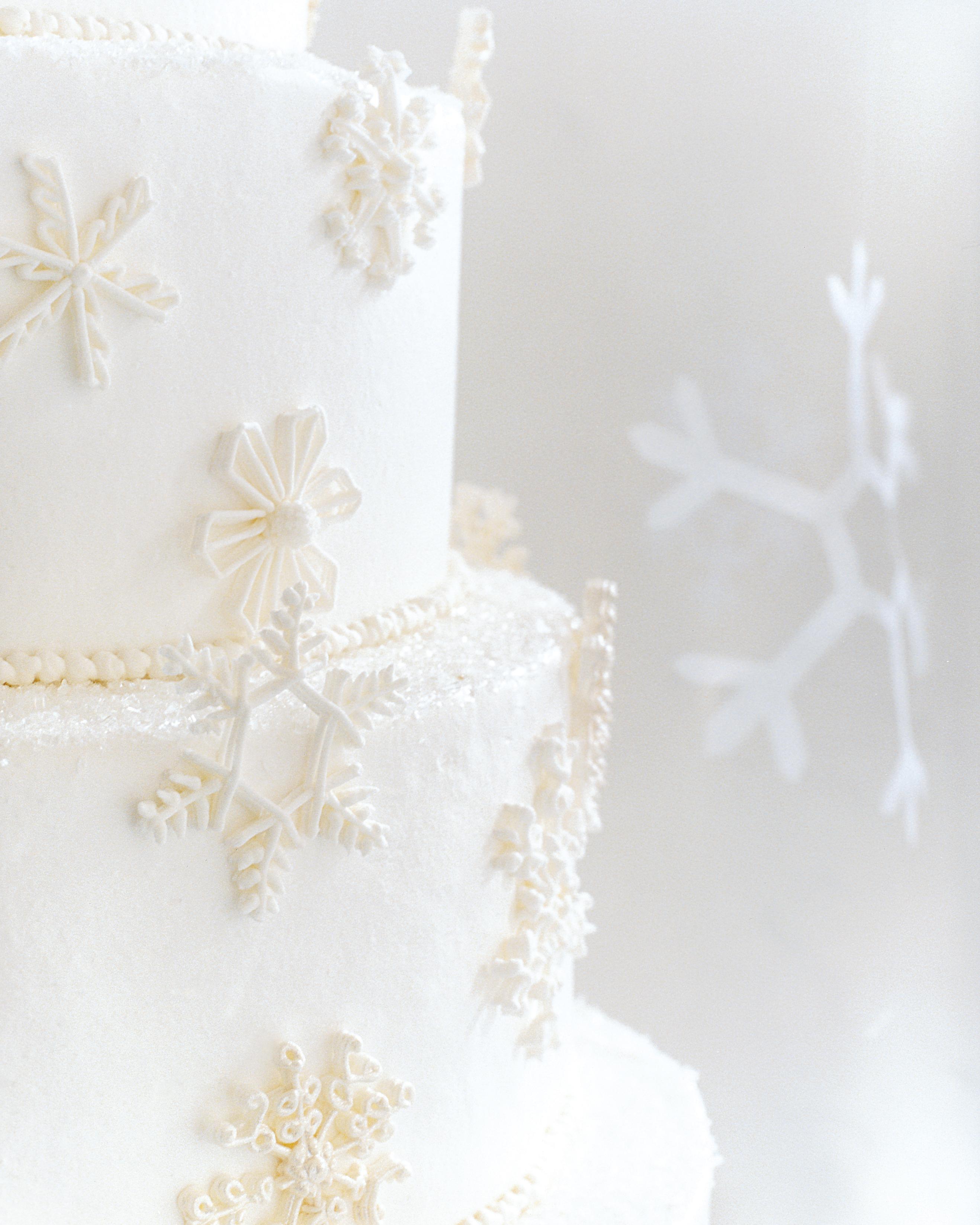diy-winter-wedding-ideas-snowflake-cake-decoration-1114.jpg