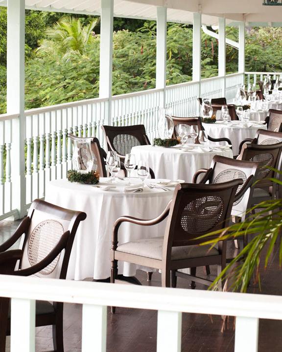 honeymoon-diary-st-lucia-lindsey-scott-vsb-great-room-patio-1280x720-1114.jpg