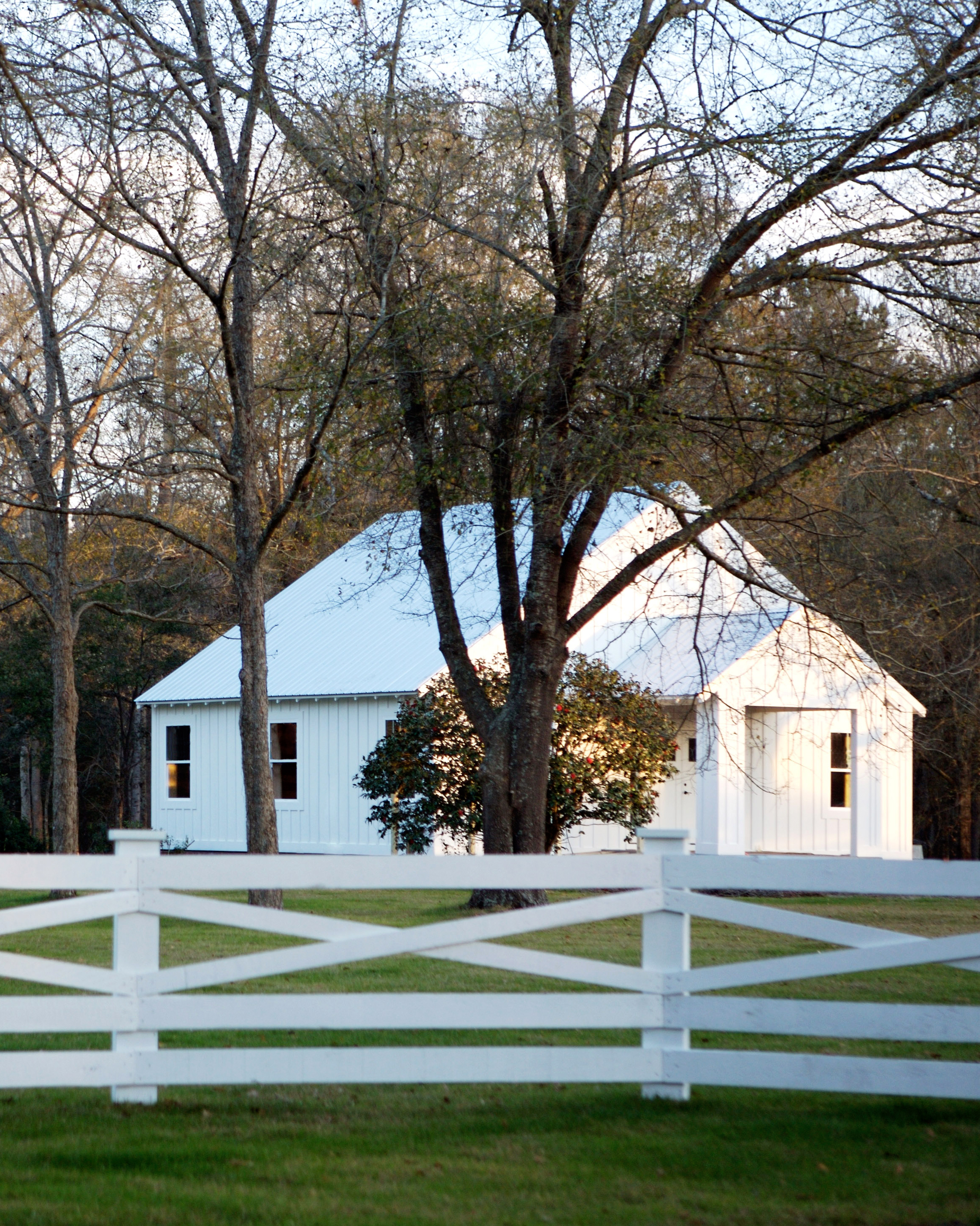 location-scout-wildberry-farm-atkinson-house-with-fence-1014.jpg