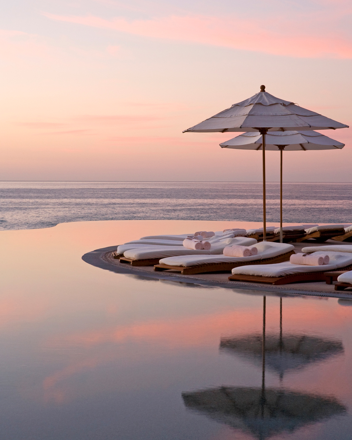 best-honeymoon-relax-infinity-pool-dusk-0814.jpg