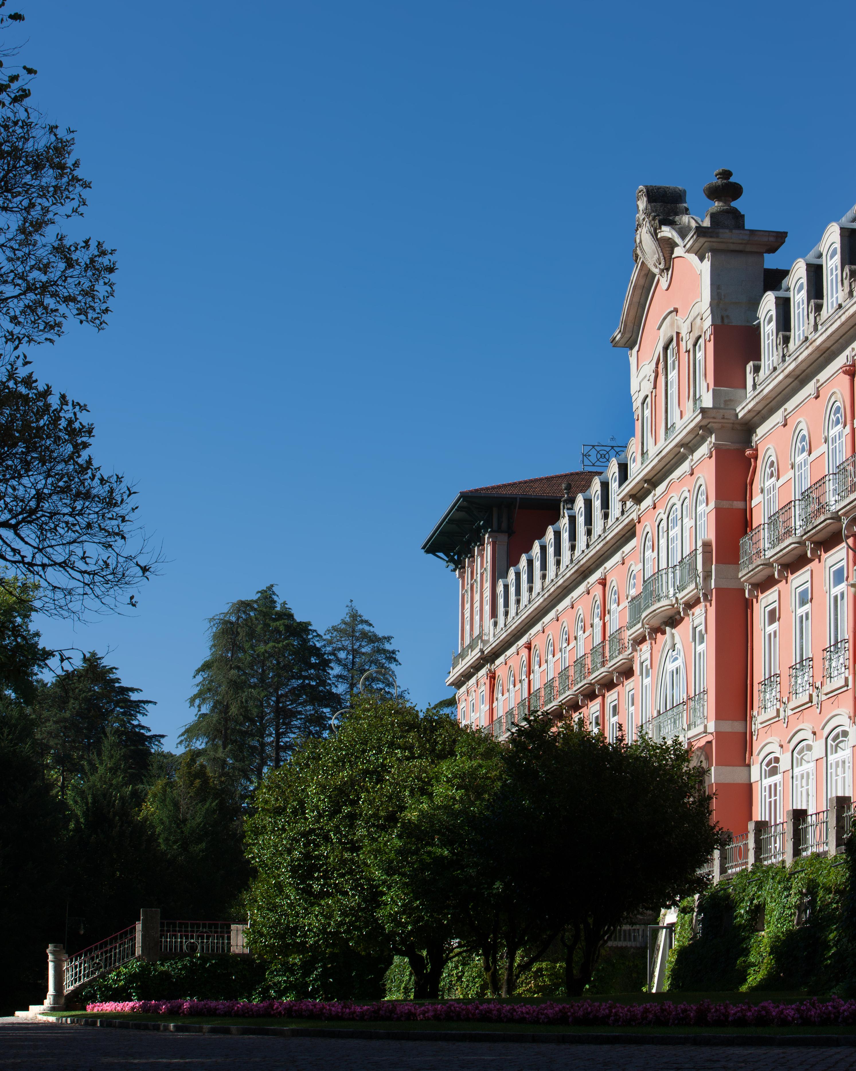 honeymoon-destinations-2015-portugal-vidago-palace-0115.jpg