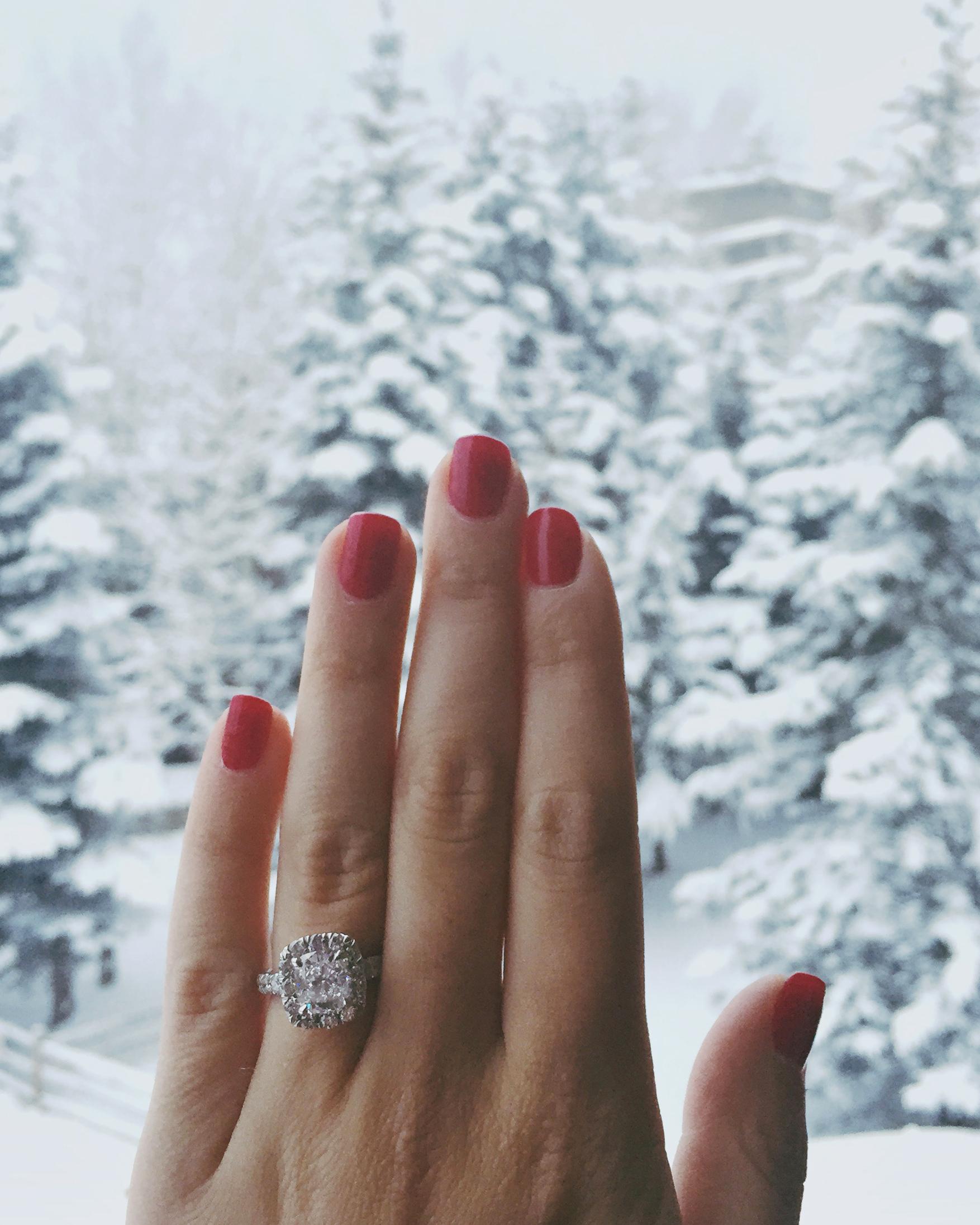 holiday-proposal-aspen-lucinda-matthew-ring-winter-0115.jpg