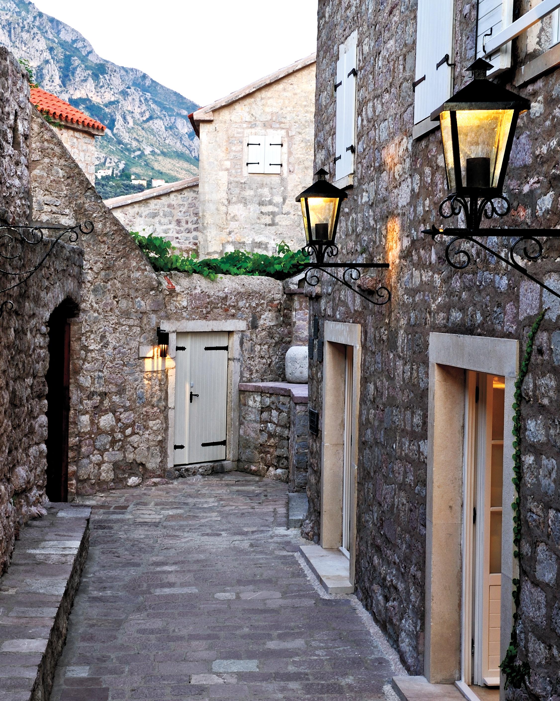 rs1508-aman-sveti-stefan-walkways-cottages-s111679.jpg