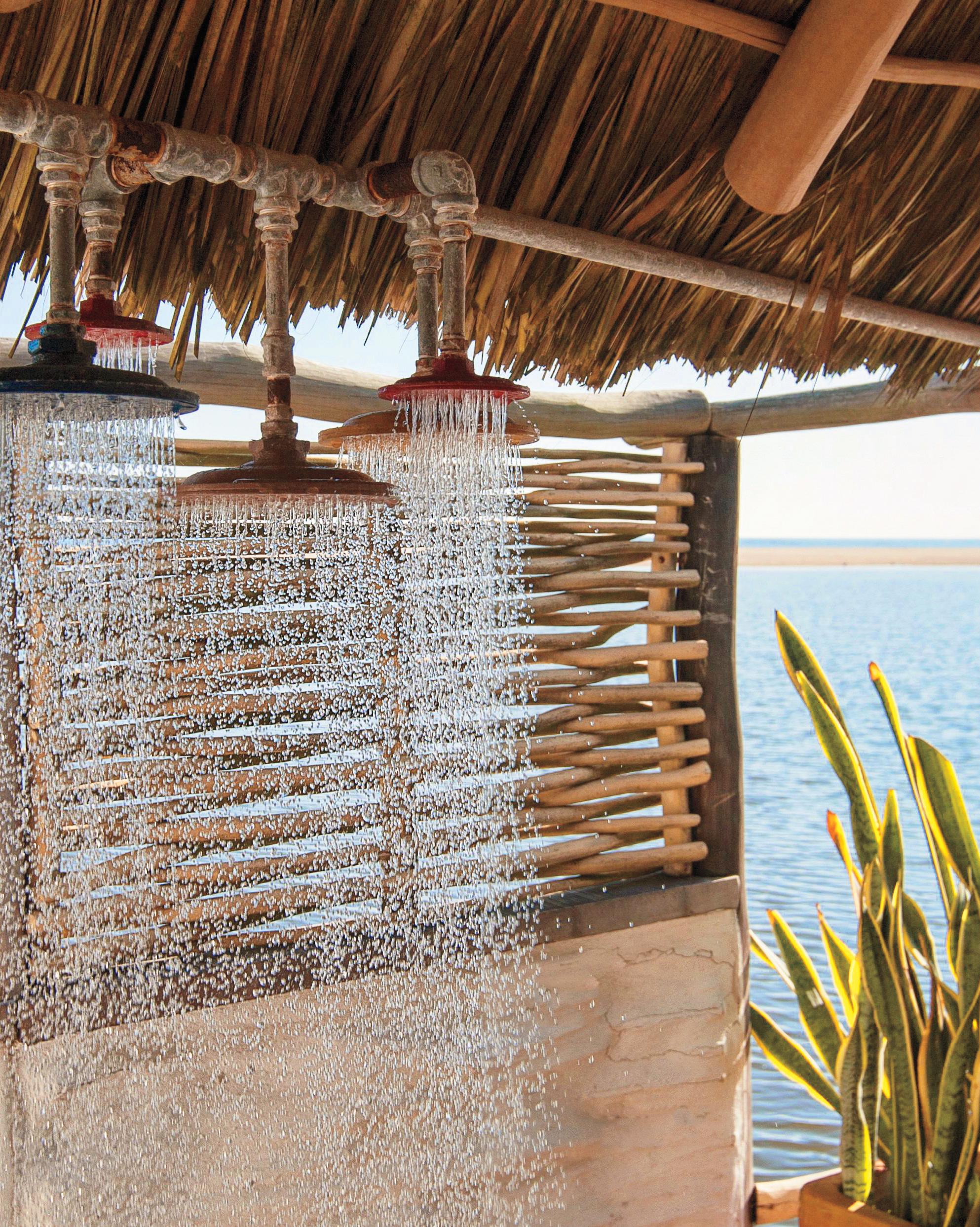 hotelito-desconocido-shower-rosa-eva-sica-8-s111679.jpg