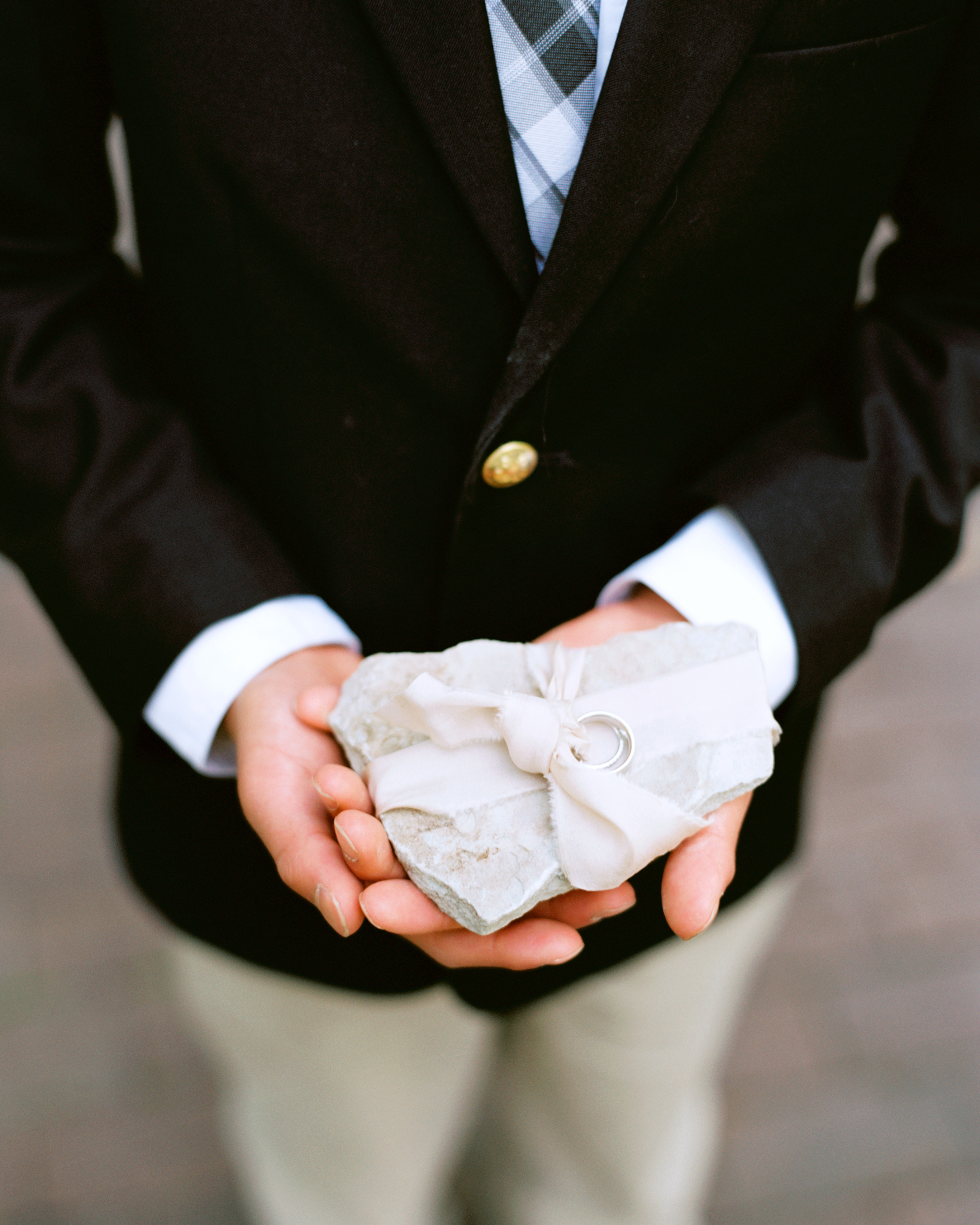ally-adam-wedding-ringpillow-056-s111818-0215.jpg