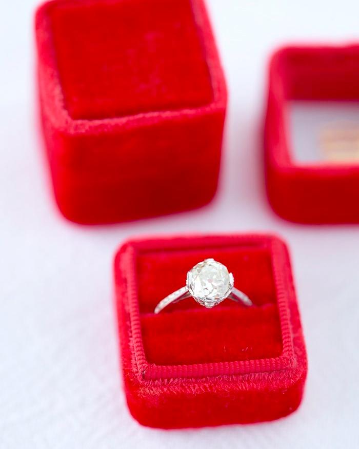 ring-boxes-the-mrs-box-velvet-red-0115.jpg