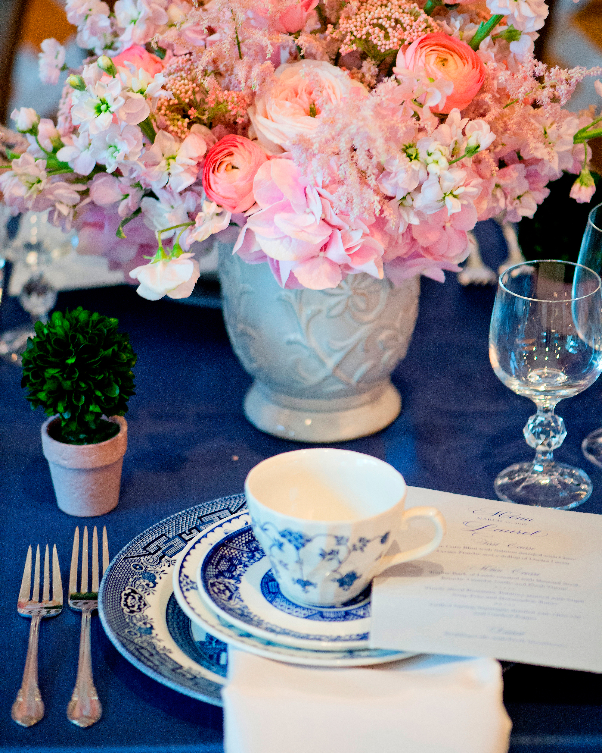 msw-chicago-party15-043-blue-china-table-setting-0315.jpg