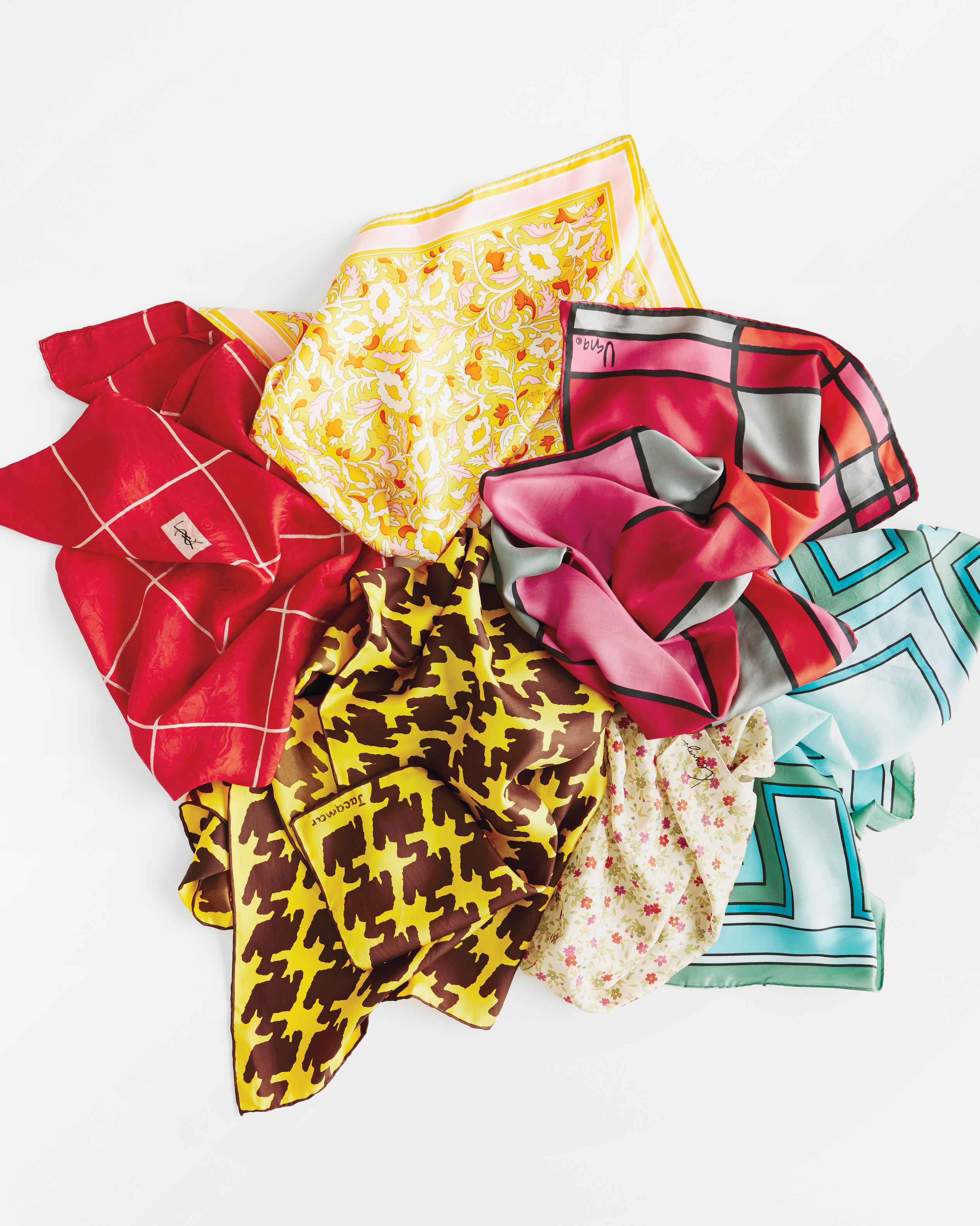 scarf-pile-187-d111649.jpg