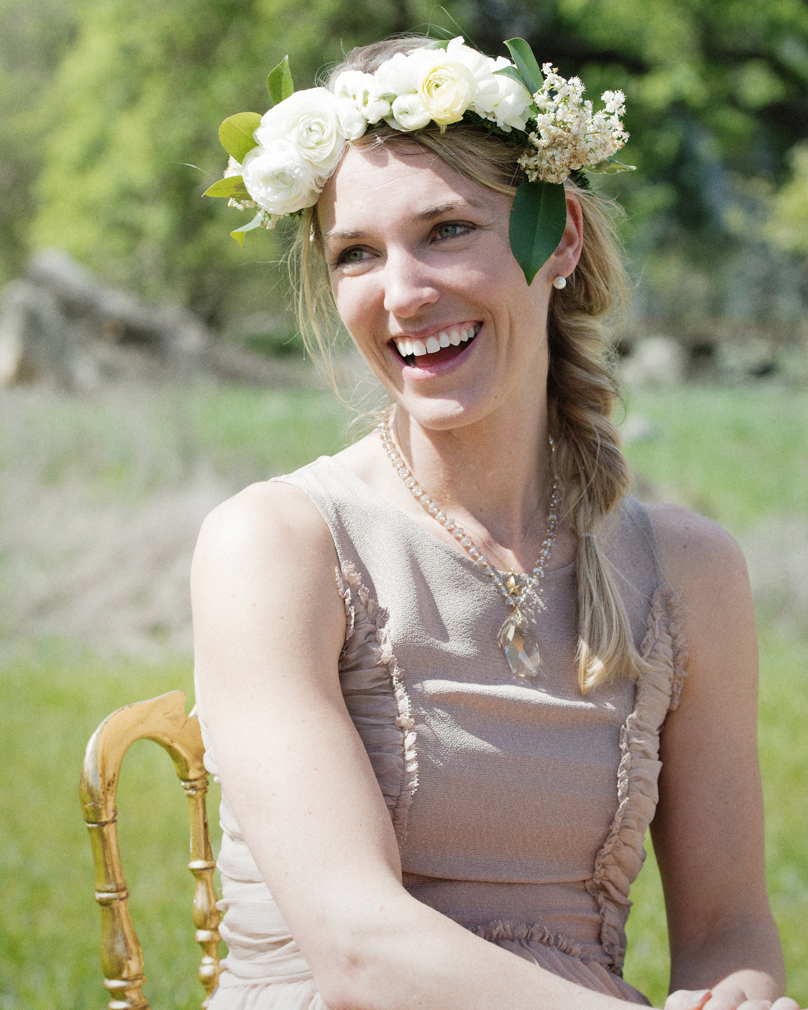 scavenger-hunt-bridal-shower-bride-floral-head-wreath-0315.jpg