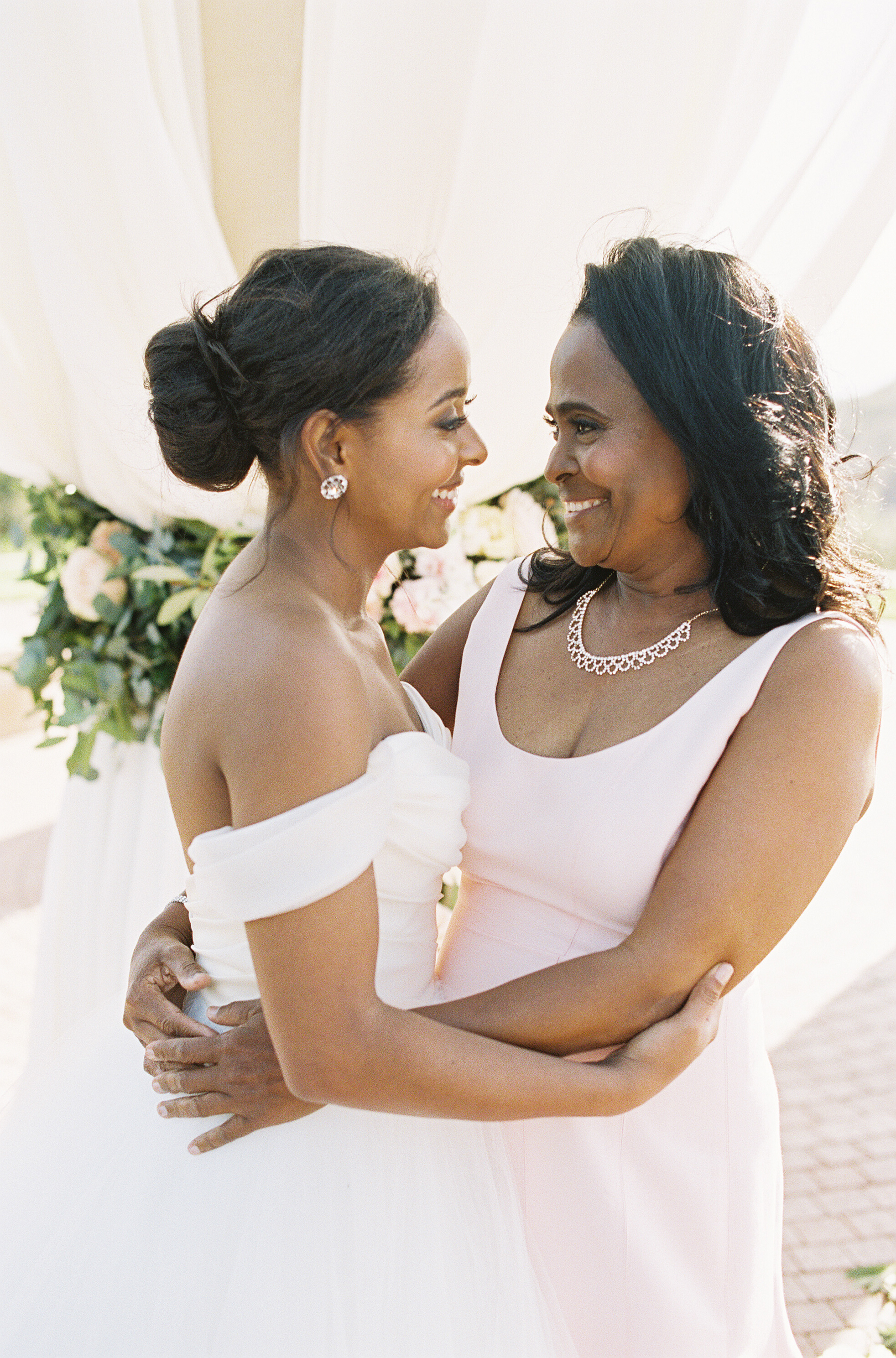 Sleeveless Mother-of-the-Bride and-Groom Dresses Perfect for Your Warm-Weather Wedding