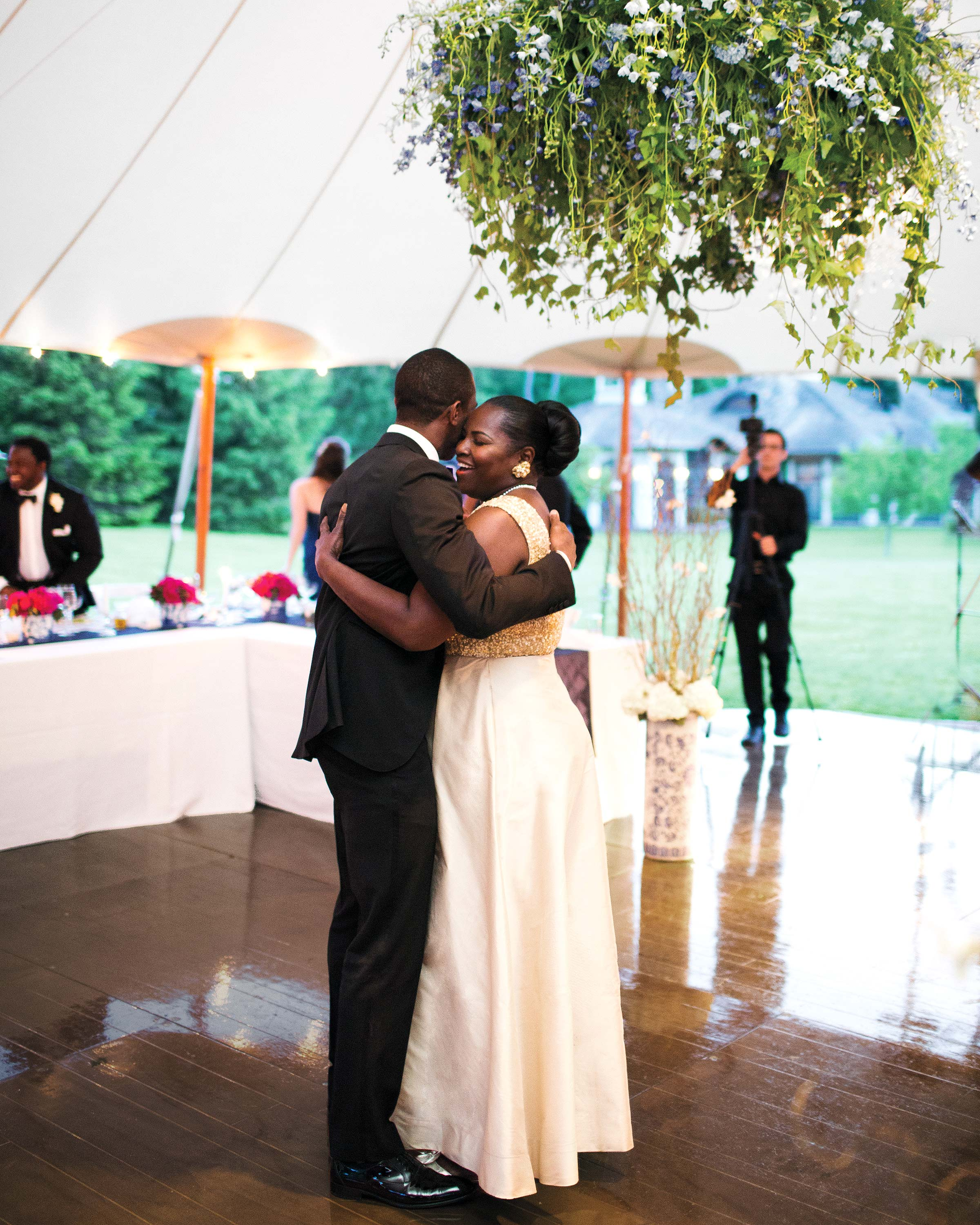 Mother Son Wedding Dance.The Sweetest Mother Son Dance Photos From Real Weddings Martha
