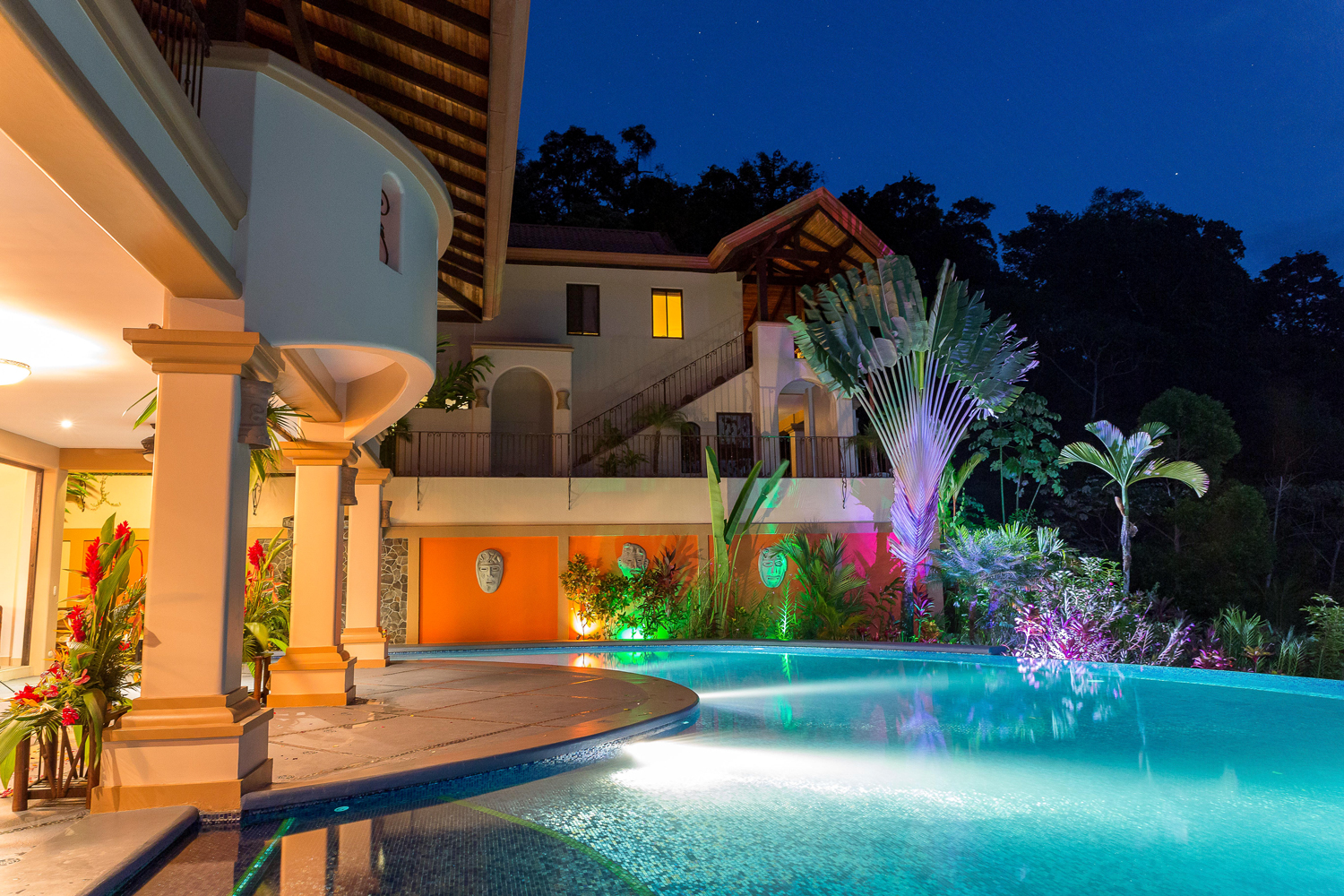 air bnb wedding venue swimming pool of costa rican mansion
